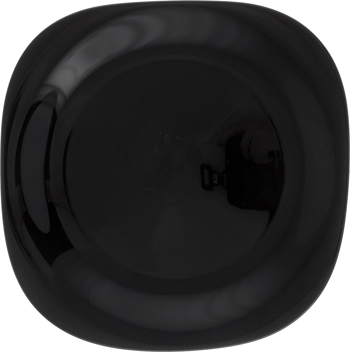 Тарелка обеденная Luminarc Carine Black, 26 х 26 смFS-91909Обеденная тарелка Luminarc Carine Black, изготовленная из высококачественного стекла, имеет изысканный внешний вид. Яркий дизайн придется по вкусу и ценителям классики, и тем, кто предпочитает утонченность. Тарелка Luminarc Carine Black идеально подойдет для сервировки вторых блюд из птицы, рыбы, мяса или овощей, а также станет отличным подарком к любому празднику.Размер тарелки (по верхнему краю): 26 х 26 см.