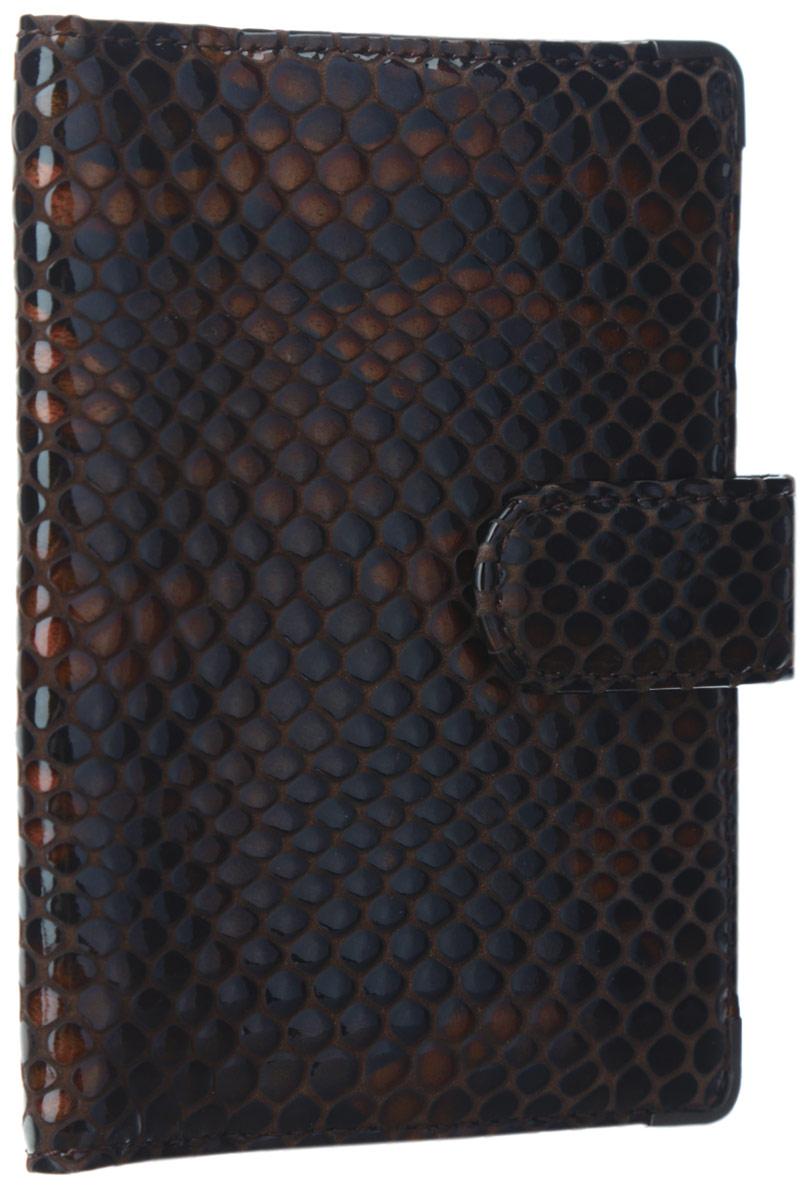 Обложка для документов женская Leo Ventoni, цвет: темно-коричневый, рыжий. L330222-06A52_108Стильная обложка для документов Leo Ventoni выполнена из натуральной лаковой кожи, оформленной тиснением под рептилию, и дополнена металлической фурнитурой.Изделие раскладывается пополам и закрывается хлястиком на кнопку. Подкладка из полиэстера. Внутри размещены два боковых кармана для паспорта и четыре кармана для кредитных карт.Изделие поставляется в фирменной упаковке.Оригинальная обложка для документов Leo Ventoni станет отличным подарком для человека, ценящего качественные и практичные вещи.