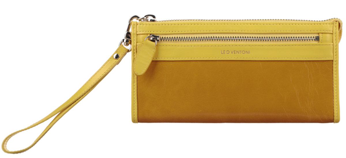 Кошелек женский Leo Ventoni, цвет: желтый, горчичный. L330727490300нОригинальный женский кошелек Leo Ventoni выполнен из натуральной кожи и застегивается на металлическую застежку-молнию. Хлястик от молнии фиксируется для удобства кнопкой к боковой стороне изделия.Кошелек содержит три отделения для купюр, продольный открытый карман, шесть кармашков для визитных и кредитных карт. На лицевой стороне расположен врезной карман на металлической молнии для монет, а на задней стенке - дополнительный открытый карман.К кошельку прилагается съемная ручка для запястья. Кошелек декорирован тиснением логотипа бренда.Изделие поставляется в фирменной коробке с логотипом бренда.Кошелек - это удобный и стильный аксессуар, необходимый любому активному человеку для хранения денежных купюр, визиток и пластиковых карт. Стильный кошелек Leo Ventoni станет отличным подарком для человека, ценящего качественные и практичные вещи.