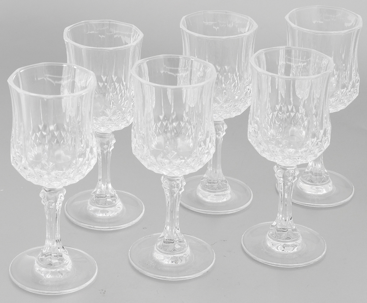 Набор фужеров Cristal dArques Longchamp, 60 мл, 6 штVT-1520(SR)Набор Cristal dArques Longchamp состоит из шести фужеров, выполненных из прочного стекла. Изделия оснащены высокими ножками и предназначены для подачи различных напитков. Они сочетают в себе элегантный дизайн и функциональность. Благодаря такому набору пить напитки будет еще вкуснее.Набор фужеров Cristal dArques Longchamp прекрасно оформит праздничный стол и создаст приятную атмосферу за романтическим ужином. Такой набор также станет хорошим подарком к любому случаю. Диаметр фужера (по верхнему краю): 4,5 см. Диаметр основания: 4,6 см.Высота фужера: 11,5 см.