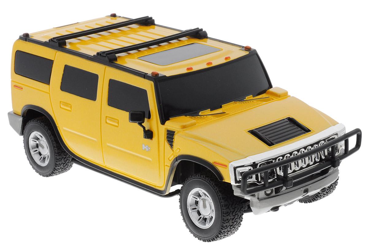 """Радиоуправляемая модель Rastar """"Hummer H2"""" обязательно привлечет внимание взрослого и ребенка, и понравится любому, кто увлекается автомобилями. Маневренная и реалистичная уменьшенная копия реального авто выполнена в точной детализации с настоящим автомобилем в масштабе 1:27. Управление машинкой происходит с помощью пульта. Машина двигается вперед и назад, поворачивает направо, налево и останавливается. Имеются световые эффекты. Колеса игрушки прорезинены и обеспечивают плавный ход, машинка не портит напольное покрытие. Пульт управления работает на частоте 40 MHz. Радиоуправляемые игрушки способствуют развитию координации движений, моторики и ловкости. Ваш ребенок часами будет играть с моделью, придумывая различные истории и устраивая соревнования. Порадуйте его таким замечательным подарком! Машина работает от 3 батареек напряжением 1,5V типа АА (не входят в комплект). Пульт управления работает от 2 батареек напряжением 1,5V типа АА (не..."""