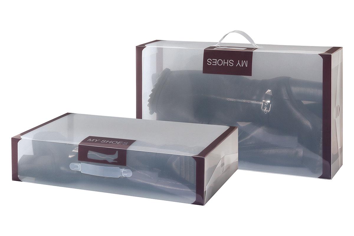 Набор коробок для хранения обуви El Casa, 52 х 30 х 11,5 см, 2 штBH-UN0502( R)Набор El Casa состоит из 2 коробок для сезонного хранения обуви. Коробки изготовлены из прочного пластика и, в отличие от картонных коробок, не потеряют форму и не порвутся. Прозрачный материал позволяет легко просматривать содержимое коробки, что облегчает поиск нужной обуви. Большая длина коробок идеальна для хранения сапог. Прозрачные коробочки с коричневой каймой и надписью My Shoes украсят вашу гардеробную и будут радовать глаз. Каждая коробка снабжена ручкой для переноски. Занимают минимум места в сложенном виде.