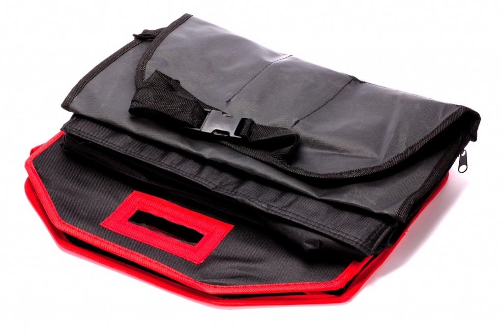 Набор сумок-органайзеров Bradex в автомобиль 3шт06039A3320Вам нравится, когда в Вашем любимом авто абсолютный порядок, а домочадцы вечно разбрасывают вещи по салону? В багажнике невероятный бардак, до которого никак не доходят руки? Значит, Вам точно пригодится набор органайзеров для машины!В нем все, что требуется для комфортной поездки:• сумка-холодильник для сохранности приготовленных в дорогу припасов;• сумка для багажника в уплотненном каркасе с тремя объемными отделениями и карманчиками;• органайзер с фиксаторами и карманами для спинки сиденья.С набором органайзеров в Вашем автомобиле всегда будет опрятно и уютно!