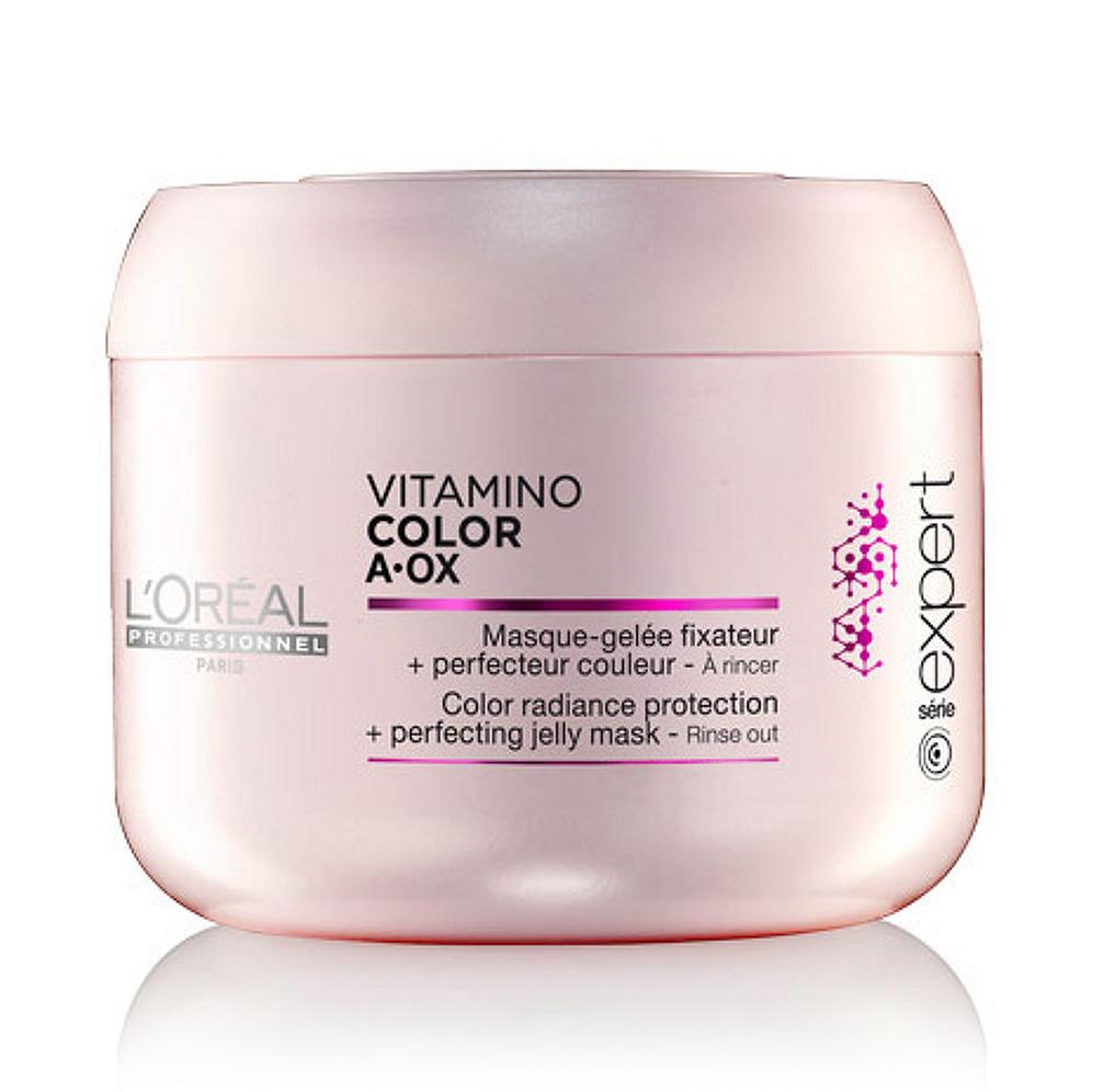 LOreal Professionnel Expert Vitamino Маска-фиксатор цвета Color AOX 200 мл78Маска-фиксатор цвета Витамино Колор – это средство, предназначенное для ухода за окрашенными волосами. Средство обладает особой формулой, благодаря которой на волосах образуется защитная плёнка, препятствующая вымыванию цвета и обеспечивающая волосам защиту от воздействия негативных факторов. Эффект будет очевиден уже после первого применения: волосы станут упругими и мягкими, приобретут изысканный блеск. При регулярном применении волосы будут выглядеть так, будто вы недавно посетили салон красоты. Кроме того, улучшится и структура волос, а их цвет не потускнеет даже спустя долгое время.