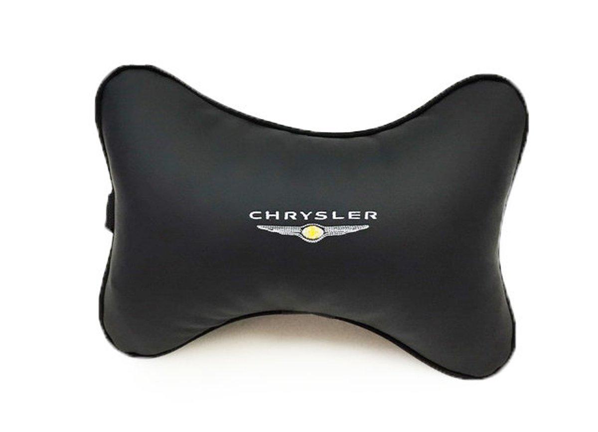 Подушка на подголовник Auto premium CHRYSLER, цвет: черный. 37035RC-100BWCПодушка на подголовник-это прежде всего это лучший способ создать комфорт для шеи и головы во время пребывания в автомобильном кресле. Большинство штатных подголовников устроены так, что до них попросту не дотянуться. Данный аксессуар полность решает эту проблему, создавая мягкую ортопедическою поддержку.Подушка крепится к сиденью, а это значит один раз поставил - и забыл.Меньше утомляемость - а следовательно выше внимание и концентрация на дороге.Одинакова удобна для пассажира и водителя.Выполнена из эко-кожи, а значит имеет повышенный ресурс и прочность. Легко чистится влажной тряпкой, не требует стирки, не впитывает пыль и грязь. Экокожа дышащий материал, а значит будет комфортно и летом.