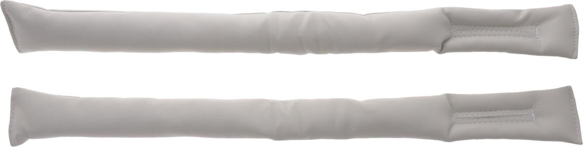 Подушка защитная Auto premium, цвет: серый, 2 штCA-3505Защитная подушка-вставка Auto premium, выполненная из прочной и долговечной экокожи и полиэфира, применяется для закрывания щели между сиденьем и консолью. Таким образом туда не попадут мелкие предметы и мусор.Изделие является дополнением к тюнингу салона автомобиля. Подушка-вставка имеет специальные прорези для креплений гнезд ремней безопасности.Длина изделия: 55,5 см.Комплектация: 2 шт.