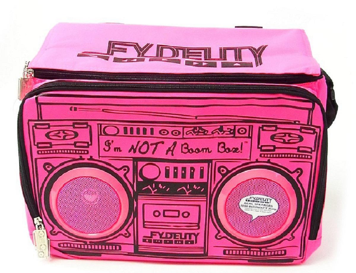 Сумка-холодильник Fydelity Le Boom, цвет: фуксия, черный, 8 л61053Fydelity Le Boom – это модная вместительная термосумка через плечо, которая прекрасно держит тепло и холод. Для удобства модель оснащена двумя отделениями на застежке-молнии, в одном из которых спрятаны водонепроницаемые Hi-Fi Stereo динамики с усилителем. Легкое подключение телефона, MP3, CD плеера и iPod/iPad обеспечивает 3,5 мм стереоджек. Имеются специальные отделения для iPod/iPhone для быстрого и удобного доступа к плееру.