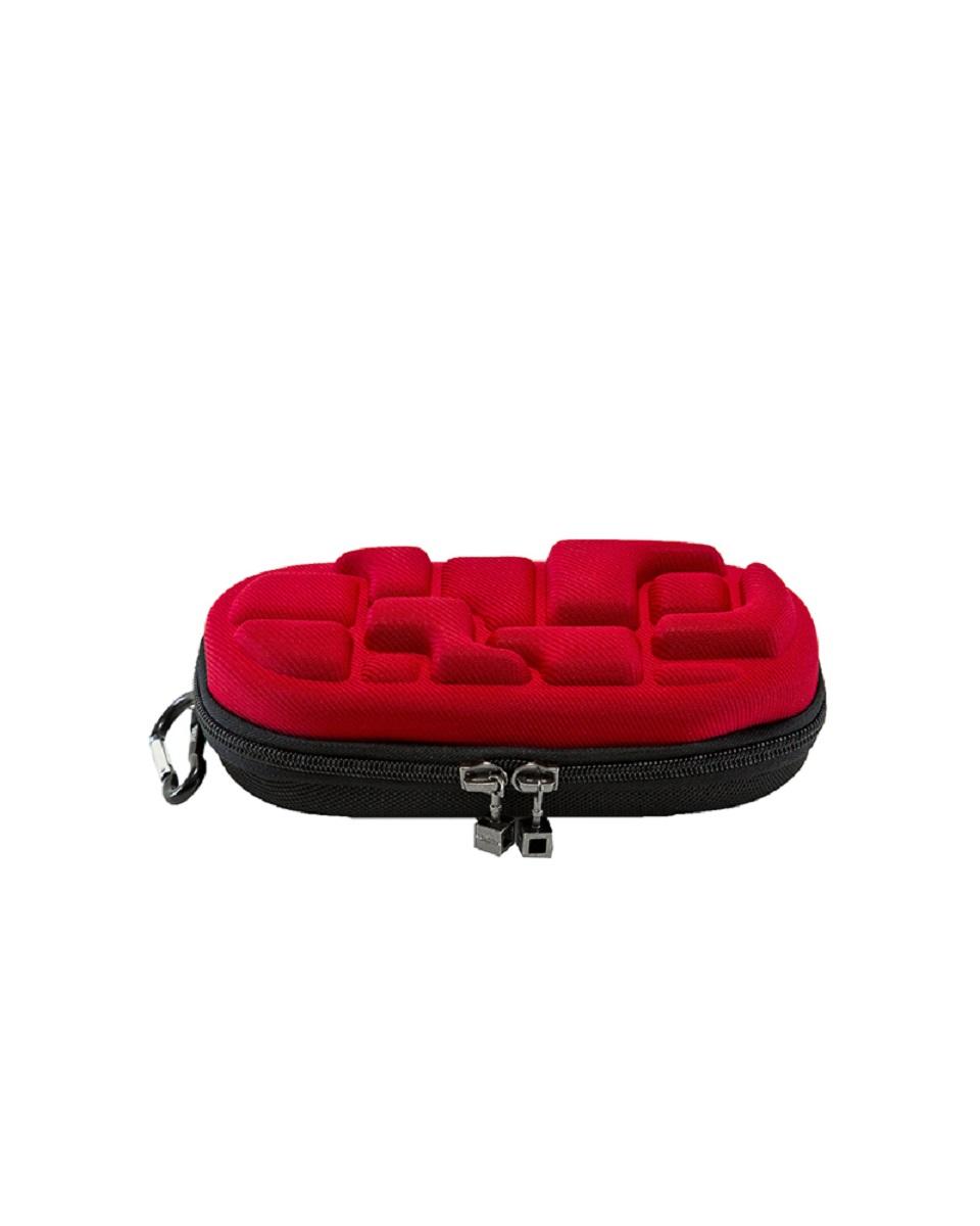 Пенал MadPax LedLox Pencil Case, цвет: красный, 1 лKZ24484230Пенал школьный прямоугольный, на молнии, с одним отделением, без наполнения. Стильное оформление в виде кубических форм, прекрасно подходит к рюкзакам коллекции Blok. Необходимый и модный аксессуар для школьников, стремящихся быть оригинальными и неповторимыми.