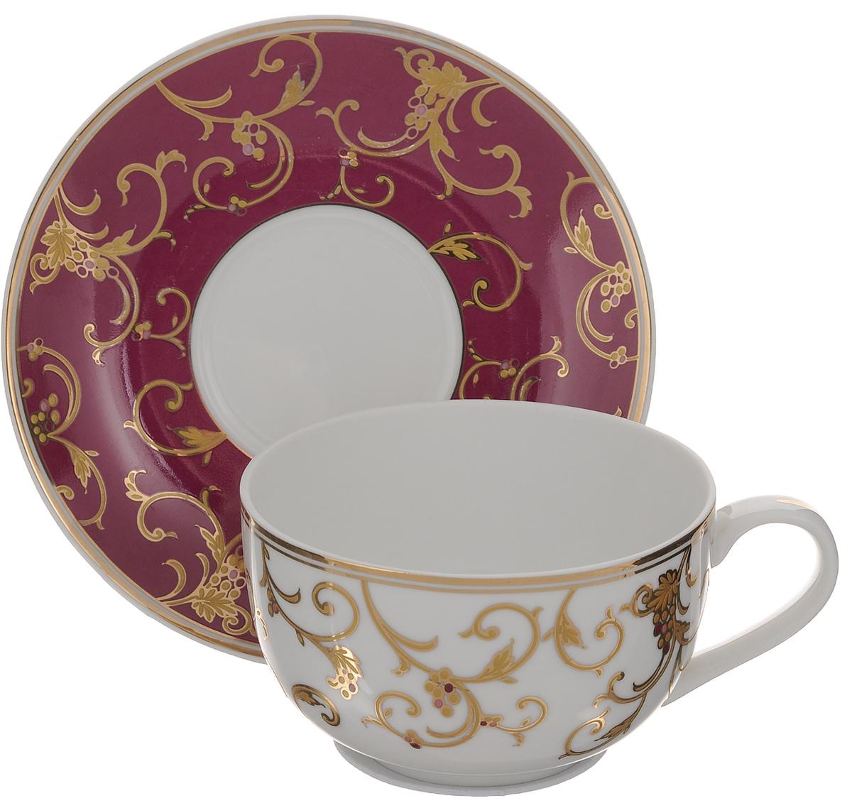 Чайная пара Elan Gallery Королевский узор, цвет: белый, бордовый, 2 предметаVT-1520(SR)Чайная пара Elan Gallery Королевский узор состоит из чашки и блюдца, изготовленных из керамики высшего качества, отличающегося необыкновенной прочностью и небольшим весом. Яркий дизайн, несомненно, придется вам по вкусу.Чайная пара Elan Gallery Королевский узор украсит ваш кухонный стол, а также станет замечательным подарком к любому празднику.Не рекомендуется применять абразивные моющие средства. Не использовать в микроволновой печи.Объем чашки: 400 мл.Диаметр чашки (по верхнему краю): 11 см.Высота чашки: 6,5 см.Диаметр блюдца: 16,5 см.Высота блюдца: 2,5 см.