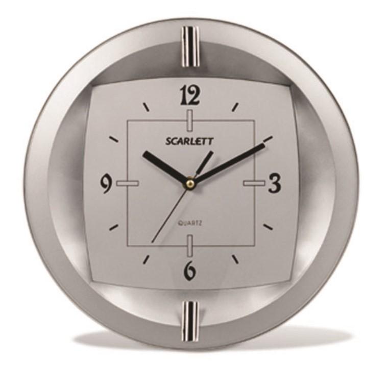 Часы настенные Scarlett, диаметр 33 см. SC - 55FT300074_ежевикаНастенные кварцевые часы Scarlett в классическом дизайне, изготовленные из пластика, прекрасно впишутся в интерьер вашего дома. Круглые часы имеют три стрелки: часовую, минутную и секундную, циферблат защищен прозрачным пластиком. Часы работают от 1 батарейки типа АА напряжением 1,5 В (батарейка в комплект не входит). Диаметр часов: 33 см.