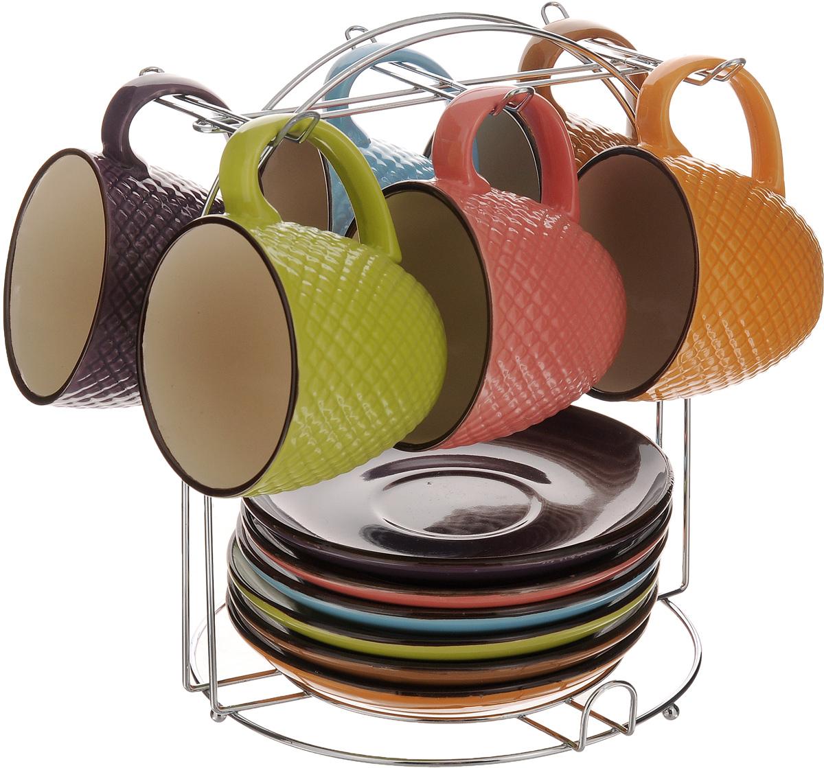 Сервиз чайный Loraine, 13 предметов. 24650123Чайный сервиз Loraine состоит из 6 разноцветных чашек, 6 разноцветных блюдец и подставки. Изделия выполнены из высококачественной керамики с глазурованным покрытием. Кружки декорированы красивым рельефом. Теплостойкие ручки не позволяют обжечь руки во время чаепития. Для хранения изделий предусмотрена металлическая подставка. Яркий лаконичный дизайн и качество исполнения сделают такой набор замечательным приобретением для вашей кухни. Он стильно дополнит сервировку стола к чаепитию, подарит хорошее настроение и настроит на позитивный лад. Можно использовать в микроволновой печи и мыть в посудомоечной машине. Объем чашки: 220 мл. Диаметр чашки (по верхнему краю): 8 см. Высота чашки: 7 см. Диаметр блюдца: 14,5 см. Размер подставки: 19 х 19 х 22 см.