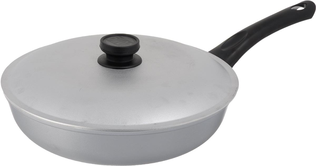 Сковорода Биол с крышкой. Диаметр 28 смFS-91909Сковорода Биол выполнена из литого алюминия с рифленым, утолщенным дном. Изделие оснащено удобной бакелитовой ручкой и крышкой. Посуда равномерно распределяет тепло и обладает высокой устойчивостью к деформации, легкая и практичная в эксплуатации. Подходит для использования на электрических, газовых и стеклокерамических плитах. Не подходит для индукционных плит.Диаметр сковороды (по верхнему краю): 28 см. Высота стенки: 6,5 см. Длина ручки: 18 см.