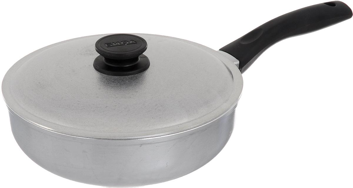 Сковорода Биол Блеск с крышкой. Диаметр 24 см. 2409БКFS-91909Сковорода Биол Блеск выполнена из литого алюминия с утолщенным дном. Изделие оснащено удобной бакелитовой ручкой и крышкой. Посуда равномерно распределяет тепло и обладает высокой устойчивостью к деформации, легкая и практичная в эксплуатации. Подходит для использования на электрических, газовых и стеклокерамических плитах. Не подходит для индукционных плит.Диаметр сковороды (по верхнему краю): 24 см. Высота стенки: 7,5 см. Длина ручки: 18,5 см.