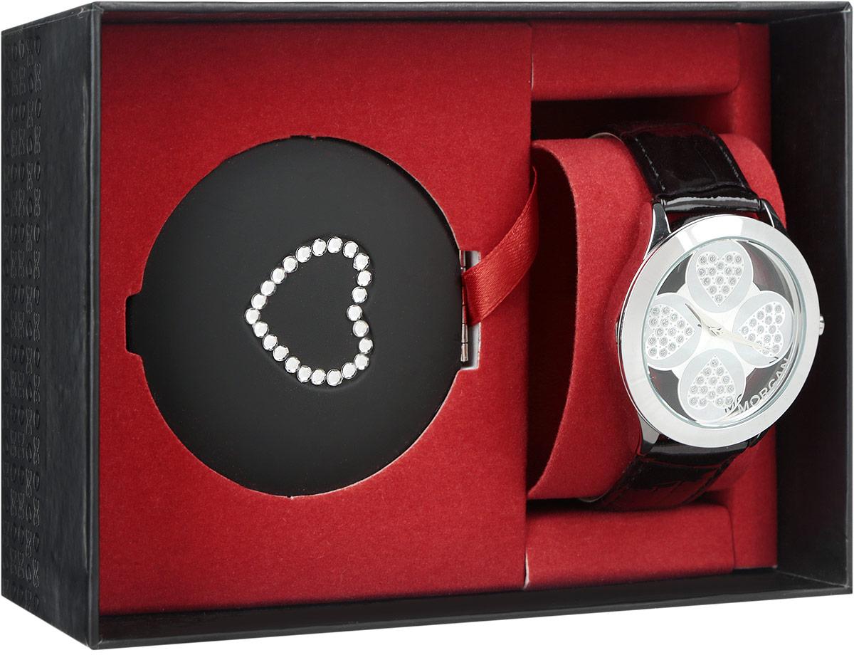 Набор Morgan: наручные часы, зеркало, цвет: черный, серебристый. M1133BBRBM8434-58AEНабор Morgan включает в себя наручные часы и зеркало.Элегантные наручные часы Morgan выполнены из нержавеющей стали с IP-покрытием серебристого цвета, минерального стекла, натуральной лакированной кожи с тиснением под рептилию. Циферблат изделия выполнен в форме клевера с прозрачными вставками и дополнен чешскими кристаллами.Часы оснащены механизмом Miyota с тремя стрелками, полированным корпусом, устойчивым к царапинам минеральным стеклом, степенью водозащиты 3atm. Изделие дополнено ремешком из натуральной кожи. Ремень оснащен застежкой-пряжкой с возможностью регулировать длину изделия.Компактное зеркало раскрывается при помощи механизма на защелке, изделие оформлено сердечком из страз.Набор Morgan поставляется в фирменной упаковке. Стильные часы подчеркнут изящество женской руки и отменное чувство стиля их обладательницы.