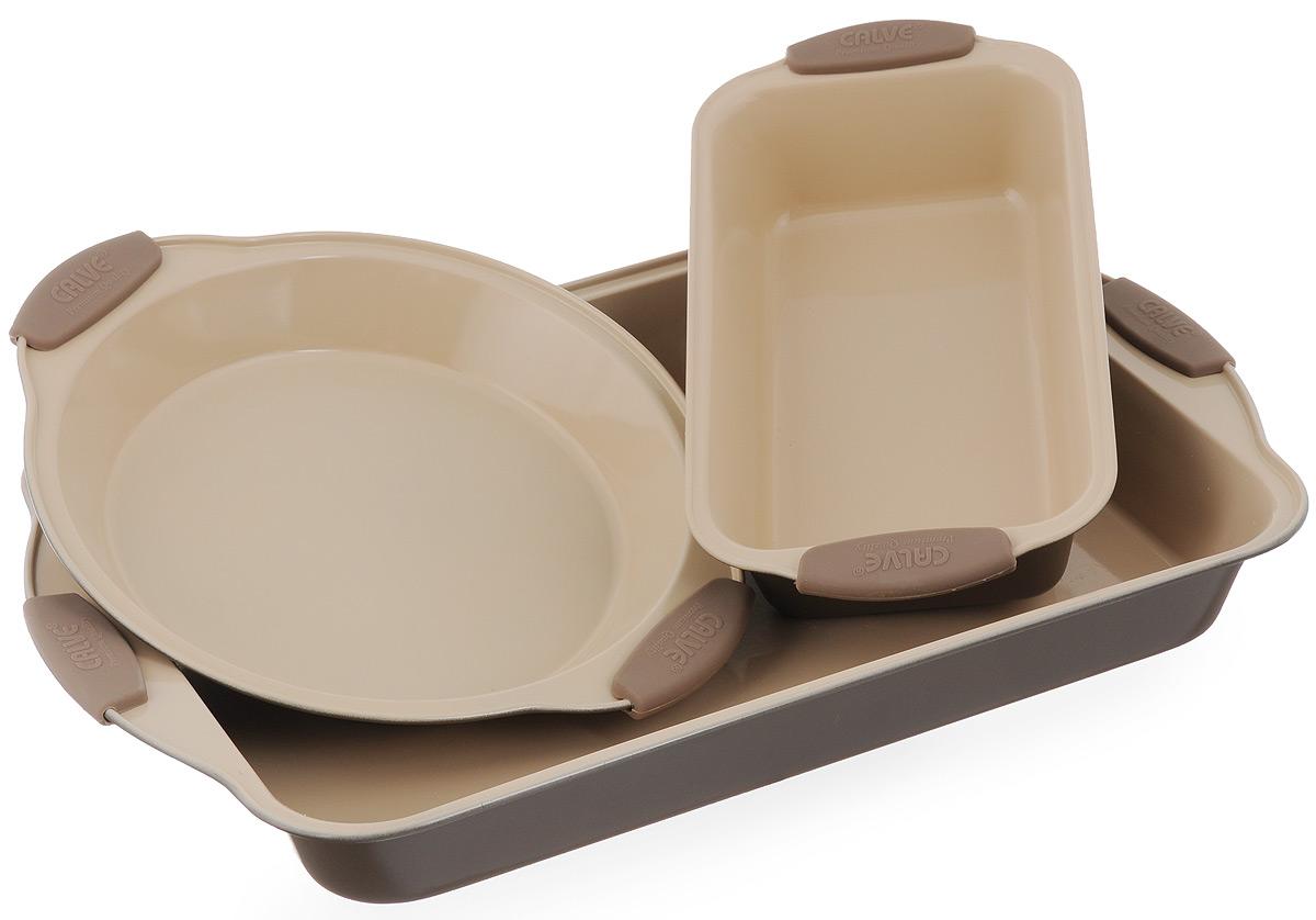 Набор для выпечки Calve, 3 предмета. CL-463054 009303Набор для выпечки Calve состоит из прямоугольного противня, формы для пирога (или пиццы) и формы для кекса. Изделия выполнены из высококачественной углеродистой стали с внутренним керамическим покрытием Cera-Mate. Блюда равномерно нагреваются и пропекаются. Пища в такой форме не пригорает и не прилипает к стенкам, готовые блюда легко вынимаются. Износостойкая конструкция обеспечивает долгий срок службы. Формы можно использовать в духовом шкафу при температуре 200-260°С, а также мыть в посудомоечной машине. Размер противня: 45 х 29 х 5,5 см. Диаметр формы для пирога: 24 см. Размер формы для кекса: 29 х 15 х 6 см.