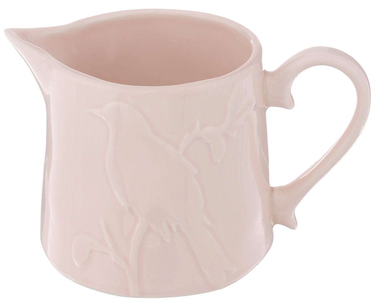 Молочник SantaFe Птицы, цвет: розовый, 500 млVT-1520(SR)Молочник SantaFe Птицы изготовлен из высококачественной керамики, покрытой сверкающей глазурью. Изделие декорировано изысканным рельефом в виде птицы, сидящей на ветке. Молочник имеет широкое основание, удобную ручку и носик. Предназначен для сливок и молока. Такой молочник станет изысканным украшением стола к чаепитию и подчеркнет ваш безупречный вкус. Изделие также станет хорошим подарком к любому случаю. Можно использовать в СВЧ и мыть в посудомоечной машине. Диаметр (по верхнему краю): 8,5 см. Диаметр основания: 10 см. Высота молочника: 9 см.