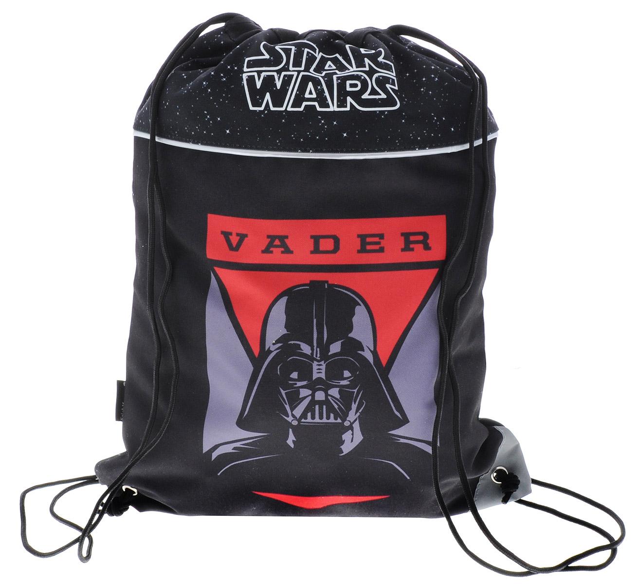 Erich Krause Сумка для сменной обуви Star Wars Vader72523WDСумка для сменной обуви Erich Krause Star Wars Vader идеально подойдет как для хранения, так и для переноски сменной обуви и одежды. Сумка выполнена из прочного полиэстера и содержит одно вместительное отделение, затягивающееся с помощью текстильных шнурков. Шнурки фиксируются в нижней части сумки, благодаря чему ее можно носить за спиной как рюкзак. Сумка дополнена светоотражающими элементами.
