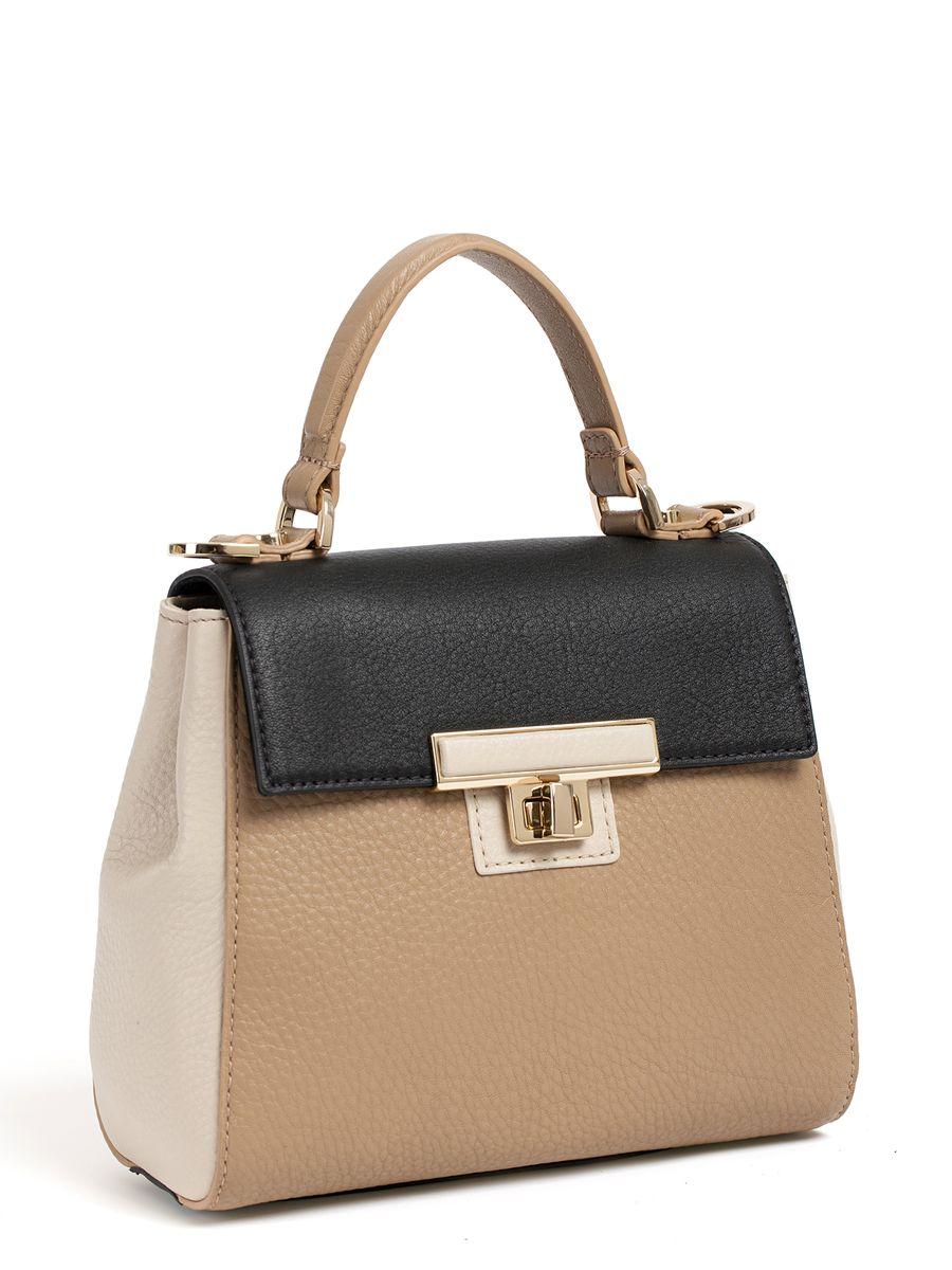 Сумка женская Palio, цвет: бежевый, черный. 14482A1-W2S76245Утонченная сумка от итальянского бренда Palio выполнена из натуральной плотной кожи, которая держит форму и имеет мягкую фактуру. Форма сумки, сочетание классического черного и изумрудного цвета, роскошная фурнитура под золото придает модели нотки очарования предыдущих эпох. Ультрамодный ретро-аксессуар подойдет под любой образ и подчеркнет ваш утонченный вкус. Сумка имеет одно отделение, которое внутри разделено на два вместительных отсека. Внутри аксессуара вы с легкостью расположите свой сотовый телефон и другие женские мелочи за счет удобных отделений. Изделие не вмещает формат A4. В комплекте аксессуар имеет тонкий кожаный ремешок, благодаря чему сумку можно носить на плече.