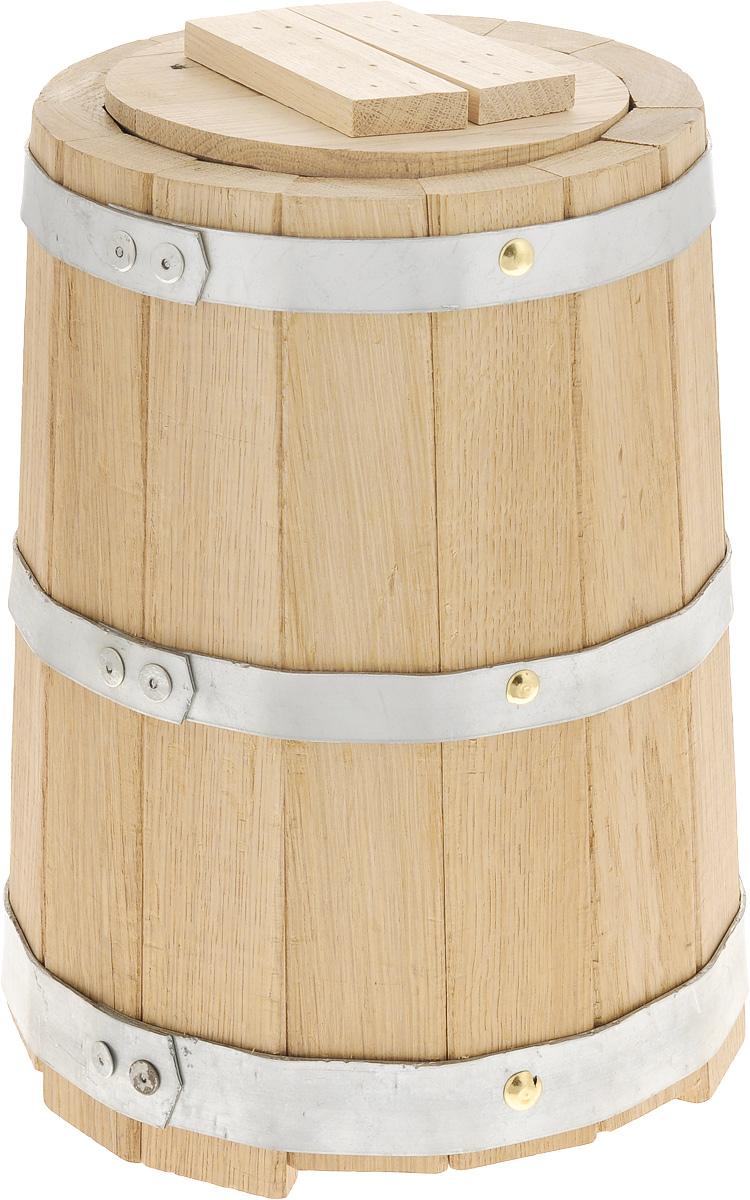 Кадка для бани Proffi Sauna, с гнетом, 5 лZ3602Кадка с гнетом Proffi Sauna выполнена из брусков дуба, стянутых тремя металлическими обручами. Она прекрасно подойдет для замачивания веника или других банных процедур, а также для хранения солений. Кадка является одной из тех приятных мелочей, без которых не обойтись при принятии банных процедур. Эксплуатация бондарных изделий.Перед первым использованием бондарное изделие рекомендуется подготовить. Для этого нужно наполнить изделие холодной водой и оставить наполненным на 2-3 часа. Затем необходимо воду слить, обдать изделие сначала горячей, потом холодной водой. Не рекомендуется оставлять бондарные изделия около нагревательных приборов, а также под длительным воздействием прямых солнечных лучей.С момента начала использования бондарного изделия не рекомендуется оставлять его без воды на срок более 1 недели. Но и продолжительное время хранить в таких изделиях воду тоже не следует.После каждого использования необходимо вымыть и ошпарить изделие кипятком. В качестве моющих средств желательно использовать пищевую соду либо раствор горчичного порошка.Правильное обращение с бондарными изделиями позволит надолго сохранить их эксплуатационные свойства и продлить срок использования! Объем кадки: 5 л. Диаметр кадки по верхнему краю: 18,5 см. Диаметр основания кадки: 20,5 см. Высота кадки: 29,5 см.
