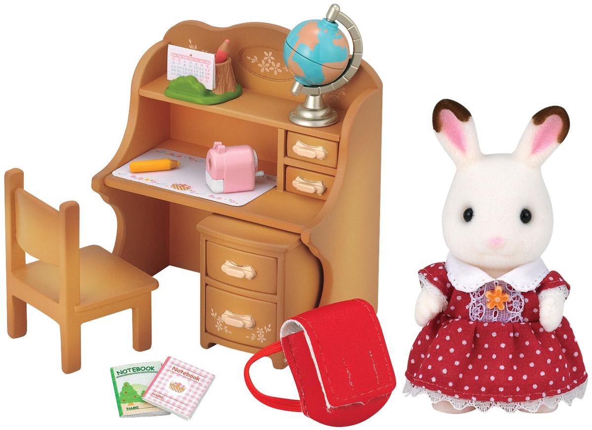 """Мария прилежная ученица, она всегда делает все домашние задания за своей симпатичной партой. В комплект входит фигурка Марии, парта с ящичками и тумбочкой, стул, ранец, глобус, письменные принадлежности. Компания была основана в 1985 году, в Японии. """"Sylvanian Families"""" очень популярен в Европе и Азии, и, за долгие годы существования, компания смогла добиться больших успехов. 3 года подряд в Англии бренд """"Sylvanian Families"""" был признан """"Игрушкой Года"""". Сегодня у героев """"Sylvanian Families"""" есть собственное шоу, полнометражный мультфильм и сеть ресторанов, работающая по всей Японии. """"Sylvanian Families"""" - это целый мир маленьких жителей, объединенных общей легендой. Жители страны """"Sylvanian Families"""" - это кролики, белки, медведи, лисы и многие другие. У каждого из них есть дом, в котором есть все необходимое для счастливой жизни. В городе, где живут герои, есть школа, больница, рынок, пекарня, детский сад и множество других полезных объектов. Жители этой..."""