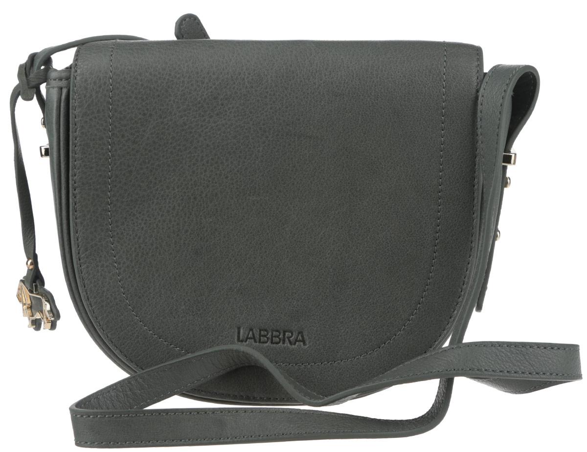 Сумка женская Labbra, цвет: темно-зеленый. L-FB303S76245Стильная женская сумка Labbra выполнена из натуральной кожи с зернистой фактурой, оформлена символикой бренда и декоративной подвеской.Изделие содержит одно вместительное отделение, закрывающееся на застежку-молнию и дополнительно клапаном на магнитную кнопку. Внутри сумки расположены накладной кармашек для мелочей и врезной карман на застежке-молнии. Задняя сторона сумки дополнена врезным карманом на молнии. Изделие оснащено практичным плечевым ремнем регулируемой длины.Оригинальный аксессуар позволит вам завершить образ и быть неотразимой.
