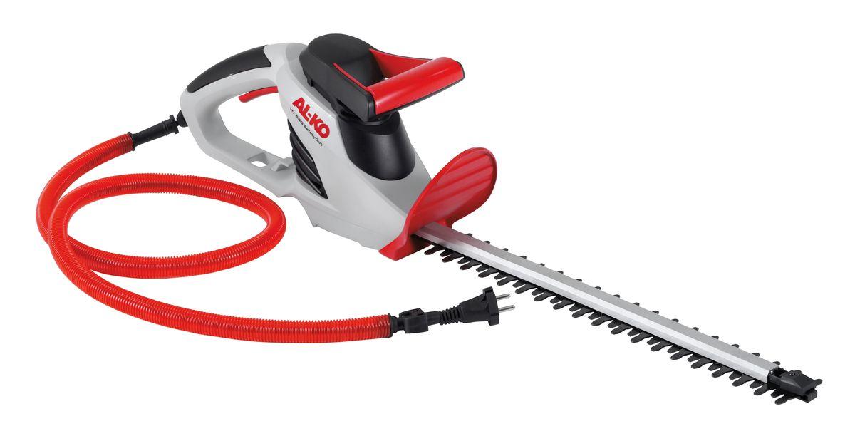 Кусторез AL-KO HT 550 Safety Cut112680Отлично подстриженные кусты - от маленьких до больших - не проблема с мощным, надежным и удобным кусторезом AL-KO HT 550 Safety Cut. Корпус выполнен из высококачественного пластика, который отличается повышенной надежностью и обеспечивает долговечность инструмента. Оригинальная система защиты от AL-KO позволяет избежать повреждений кабеля при стрижке кустарников. Ножи с алмазной заточкой обеспечивают ровный срез. Встроенный уровень позволяет выполнять ровный срез как по диагонали, так и по вертикали. Таким образом можно избежать огрехов при стрижке живой изгороди.Уровень шума: 86 дБ.Длина ножей: 52 см.