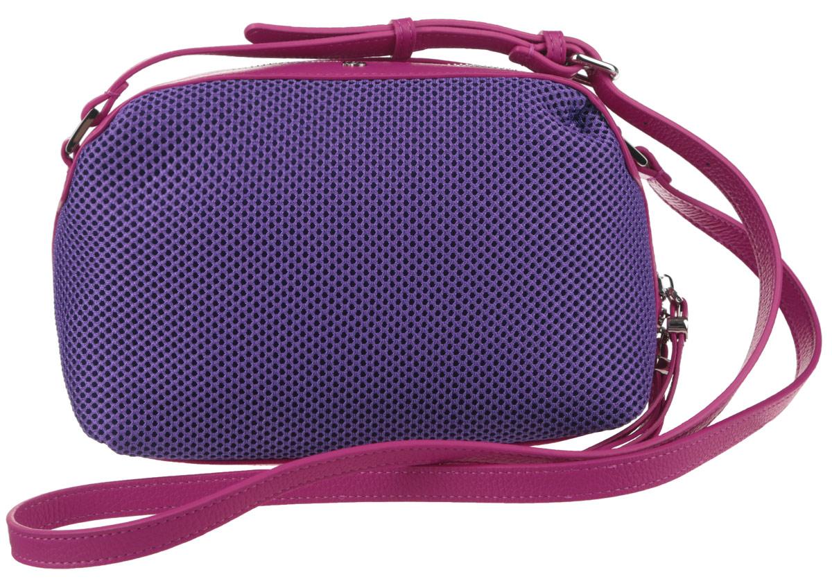Сумка женская Pimo Betti, цвет: ярко-фиолетовый, фуксия. 14759B-W1A-B86-05-CЯркая женская сумка Pimo Betti выполнена из текстиля и натуральной кожи с зернистой фактурой, оформлена металлической фурнитурой с символикой бренда.Изделие содержит одно вместительное отделение, закрывающееся на застежку-молнию. Внутри сумки расположены два накладных кармашка для мелочей и врезной карман на застежке-молнии. Снаружи, на задней стороне сумки, расположен врезной кармашек на застежке-молнии. Изделие оснащено удобным плечевым ремнем регулируемой длины.Оригинальный аксессуар позволит вам завершить образ и быть неотразимой.