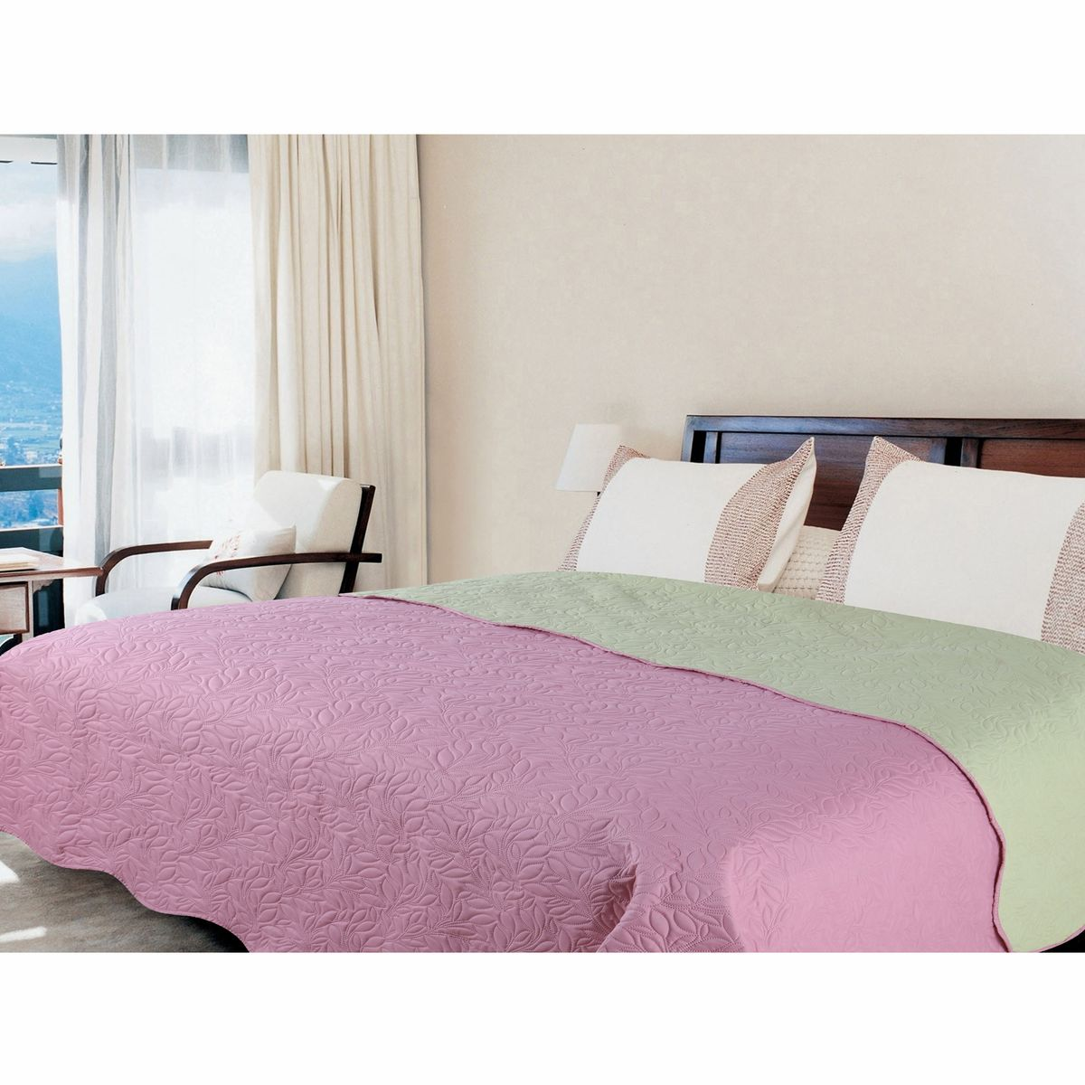 Покрывало Amore Mio Alba, цвет: розовый, зеленый, 160 х 200 см4630003364517Роскошное покрывало Amore Mio Alba идеально для декора интерьера в различных стилевых решениях. Однотонное изделие изготовлено из высококачественного полиэстера и оформлено рельефным рисунком. Покрывало Amore Mio Alba будет превосходно дополнять интерьер вашей спальни или станет прекрасным подарком любому человеку.Ручная стирка при 30°С. Не гладить, не отбеливать.