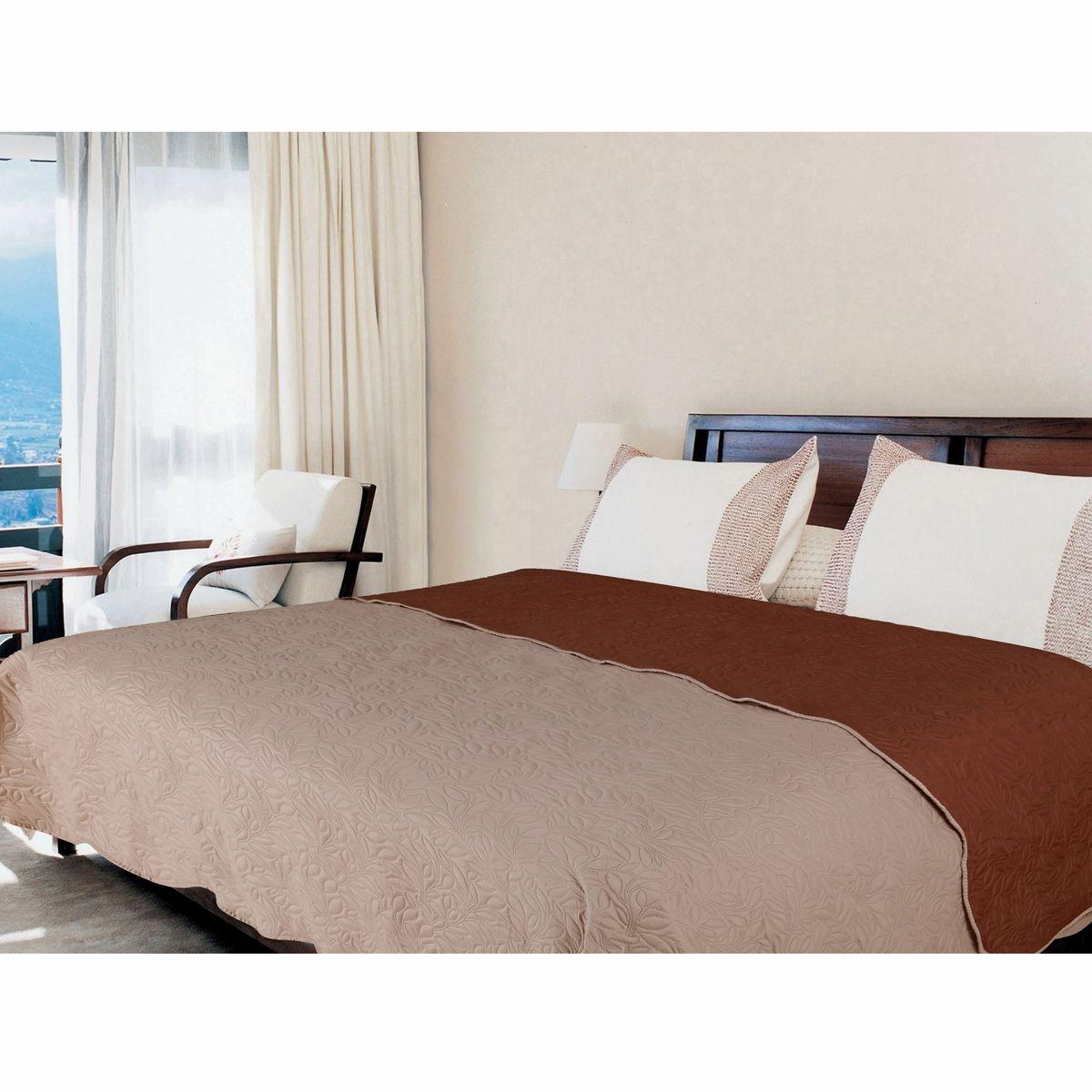 Покрывало Amore Mio Alba, цвет: бежевый, коричневый, 200 х 220 см. 754421004900000360Роскошное покрывало Amore Mio Alba идеально для декора интерьера в различных стилевых решениях. Однотонное изделие изготовлено из высококачественного полиэстера и оформлено рельефным рисунком. Покрывало Amore Mio Alba будет превосходно дополнять интерьер вашей спальни или станет прекрасным подарком любому человеку.Ручная стирка при 30°С. Не гладить, не отбеливать.