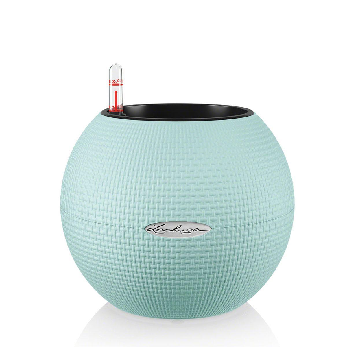 Кашпо Lechuza Color Puro, с системой автополива, цвет: голубой, диаметр 20 смZ-0307Круглое кашпо Lechuza Color Puro, выполненное из высококачественного пластика, имеет уникальную систему автополива, благодаря которой корневая система растения непрерывно снабжается влагой из резервуара. Уровень воды в резервуаре контролируется с помощью специального индикатора. В зависимости от размера кашпо и растения воды хватает на 2-12 недель. Это способствует хорошему росту цветов и предотвращает переувлажнение.В набор входит: кашпо, внутренний горшок, индикатор уровня воды, резервуар для воды. Внутренний горшок, оснащенный выдвижными ручками, обеспечивает:- легкую переноску даже высоких растений;- легкую смену растений;- можно также просто убрать растения на зиму;- винт в днище позволяет стечь излишней дождевой воде наружу.Кашпо Lechuza Color Puro прекрасно впишется в интерьер больших холлов, террас ресторанов и уютных гостиных. Изделие поможет расставить нужные акценты и придаст помещению вид, соответствующий вашим представлениям.