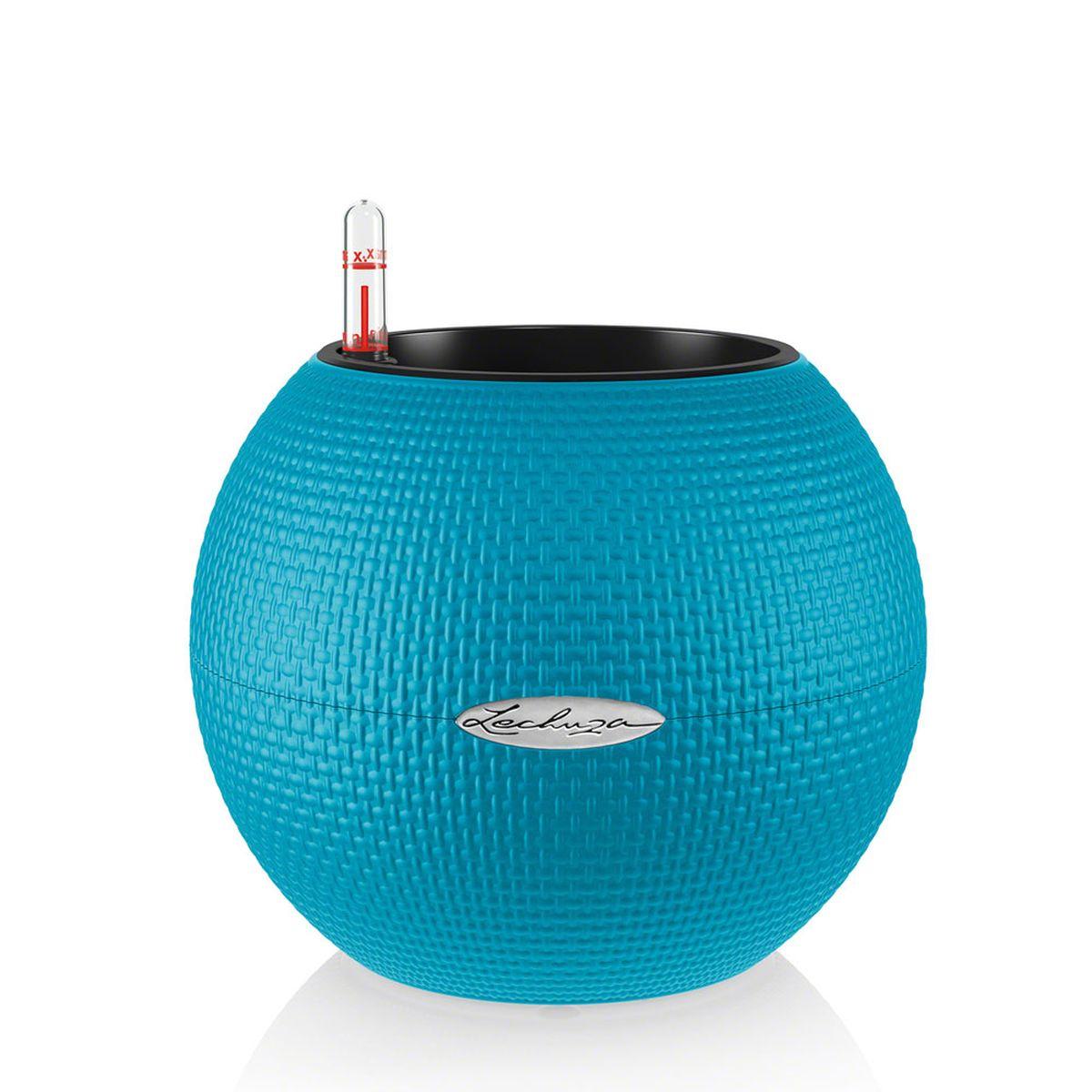Кашпо Lechuza Color Puro, с системой автополива, цвет: бирюзовый, диаметр 20 смKOC_SOL249_G4Круглое кашпо Lechuza Color Puro, выполненное из высококачественного пластика, имеет уникальную систему автополива, благодаря которой корневая система растения непрерывно снабжается влагой из резервуара. Уровень воды в резервуаре контролируется с помощью специального индикатора. В зависимости от размера кашпо и растения воды хватает на 2-12 недель. Это способствует хорошему росту цветов и предотвращает переувлажнение.В набор входит: кашпо, внутренний горшок, индикатор уровня воды, резервуар для воды. Внутренний горшок, оснащенный выдвижными ручками, обеспечивает:- легкую переноску даже высоких растений;- легкую смену растений;- можно также просто убрать растения на зиму;- винт в днище позволяет стечь излишней дождевой воде наружу.Кашпо Lechuza Color Puro прекрасно впишется в интерьер больших холлов, террас ресторанов и уютных гостиных. Изделие поможет расставить нужные акценты и придаст помещению вид, соответствующий вашим представлениям.