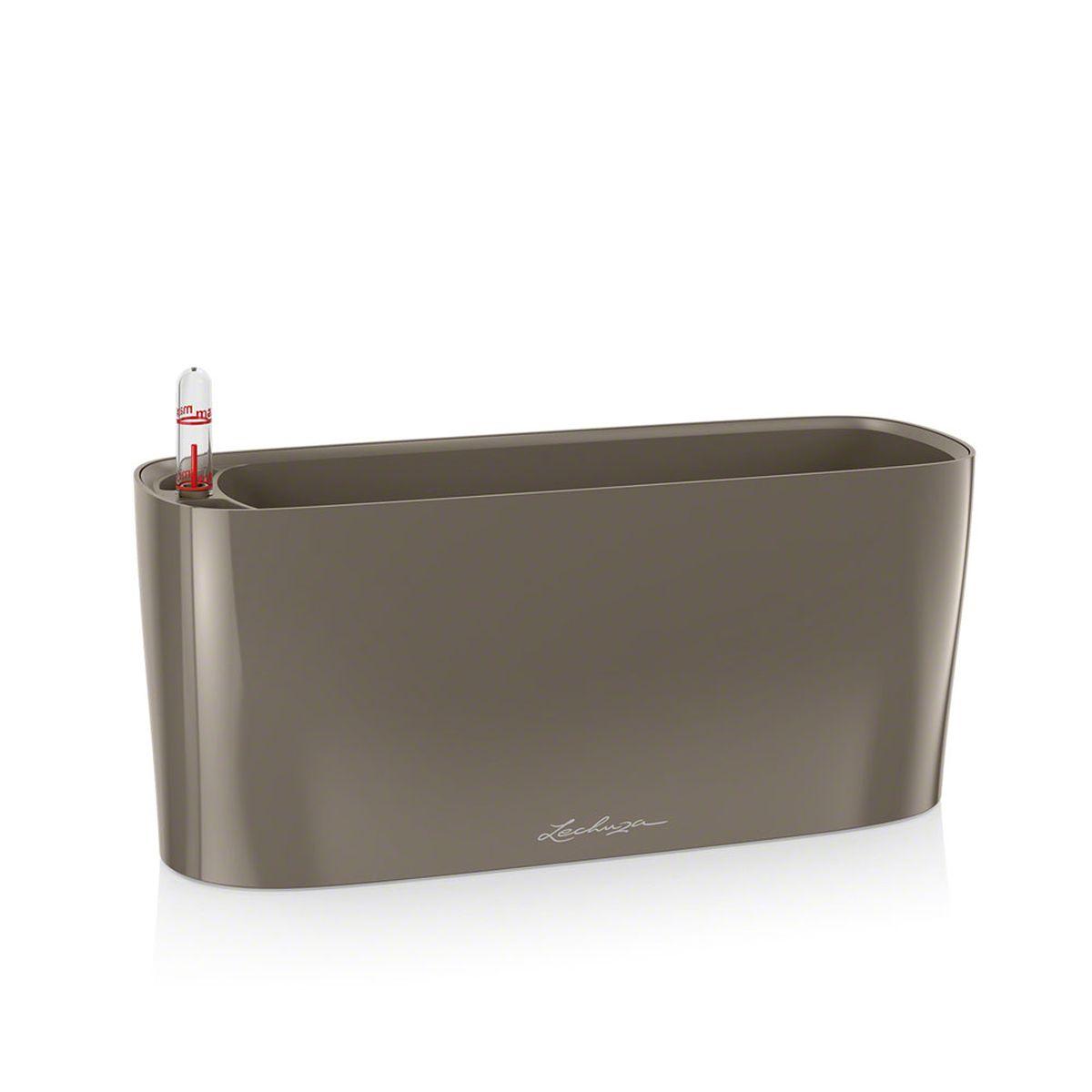Кашпо Lechuza Delta, с системой автополива, цвет: серо-коричневый, 30 х 11 х 13 см531-321Кашпо Lechuza Delta, выполненное из высококачественного пластика, имеет уникальную систему автополива, благодаря которой корневая система растения непрерывно снабжается влагой из резервуара. Уровень воды в резервуаре контролируется с помощью специального индикатора. В зависимости от размера кашпо и растения воды хватает на 2-12 недель. Это способствует хорошему росту цветов и предотвращает переувлажнение.В набор входит: кашпо, внутренний горшок, индикатор уровня воды, вал подачи воды, субстрат растений в качестве дренажного слоя, резервуар для воды.Кашпо Lechuza Delta прекрасно впишется в любой интерьер. Оно поможет расставить нужные акценты и придаст помещению вид, соответствующий вашим представлениям.