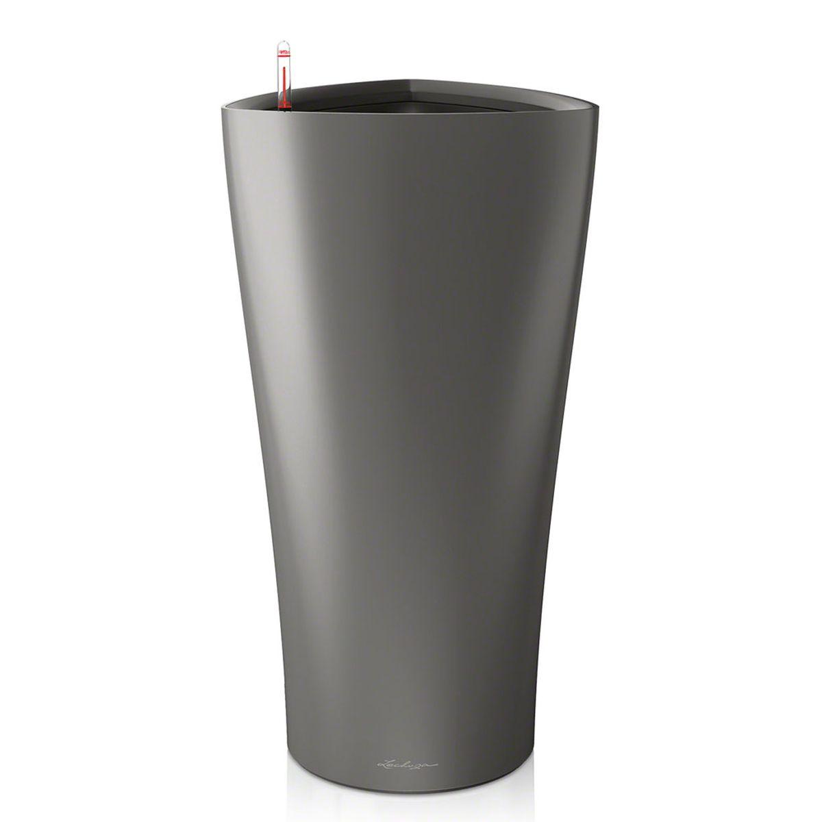 Кашпо Lechuza Delta, с системой автополива, цвет: антрацит, 40 х 40 х 75 см15543Кашпо Lechuza Delta, выполненное из высококачественного пластика, имеет уникальную систему автополива, благодаря которой корневая система растения непрерывно снабжается влагой из резервуара. Уровень воды в резервуаре контролируется с помощью специального индикатора. В зависимости от размера кашпо и растения воды хватает на 2-12 недель. Это способствует хорошему росту цветов и предотвращает переувлажнение.В набор входит: кашпо, внутренний горшок, индикатор уровня воды, резервуар для воды. Внутренний горшок, оснащенный выдвижными ручками, обеспечивает:- легкую переноску даже высоких растений;- легкую смену растений;- можно также просто убрать растения на зиму;- винт в днище позволяет стечь излишней дождевой воде наружу.Кашпо Lechuza Delta прекрасно впишется в интерьер больших холлов, террас ресторанов и уютных гостиных. Изделие поможет расставить нужные акценты и придаст помещению вид, соответствующий вашим представлениям.
