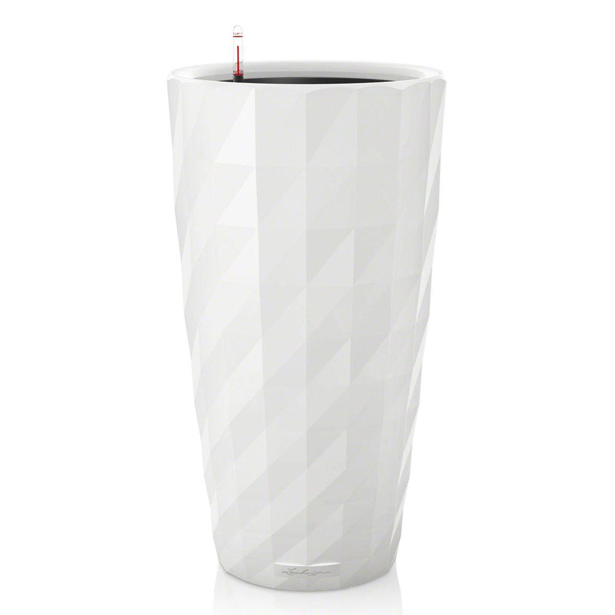 Кашпо Lechuza Diamante, с системой автополива, цвет: белый, диаметр 40 смKOC_SOL249_G4Кашпо Lechuza Diamante, изготовленное из высококачественного пластика, идеальное решение для тех, кто регулярно забывает поливать комнатные растения. Стильный дизайн позволит украсить растениями офис, кафе или любое другое помещение. Кашпо Lechuza Diamante с системой автополива упростит уход за вашими цветами и поможет растениям получать то количество влаги, которое им необходимо в данный момент времени.В набор входит: кашпо, внутренний горшок, индикатор уровня воды, субстрат растений в качестве дренажного слоя, резервуар для воды.Внутренний горшок, оснащенный выдвижной ручкой, обеспечивает:- легкую переноску даже высоких растений;- легкую смену растений;- можно также просто убрать растения на зиму;- винт в днище позволяет стечь излишней дождевой воде наружу.Кашпо Lechuza Diamante украсит любой интерьер, а также станет замечательным подарком для ваших родных и близких.