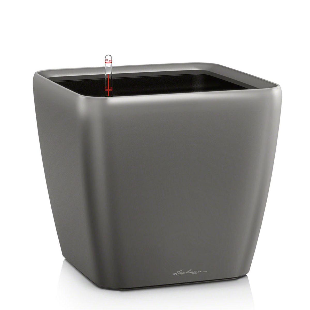 Кашпо Lechuza Quadro, с системой автополива, цвет: антрацит, 43 х 43 х 40 см16183Кашпо Lechuza Quadro, выполненное из высококачественного пластика, имеет уникальную систему автополива, благодаря которой корневая система растения непрерывно снабжается влагой из резервуара. Уровень воды в резервуаре контролируется с помощью специального индикатора. В зависимости от размера кашпо и растения воды хватает на 2-12 недель. Это способствует хорошему росту цветов и предотвращает переувлажнение.В набор входит: кашпо, внутренний горшок, индикатор уровня воды, вал подачи воды, субстрат растений в качестве дренажного слоя, резервуар для воды.Кашпо Lechuza Quadro прекрасно впишется в любой интерьер. Оно поможет расставить нужные акценты, а также придаст помещению вид, соответствующий вашим представлениям.