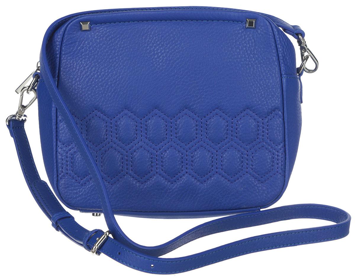 Сумка женская Palio, цвет: синий. 14511AR-W123008Яркая женская сумка торговой марки Palio выполнена из натуральной кожи с зернистой фактурой, оформлена геометрической прострочкой на лицевой стороне и декоративными металлическими элементами.Изделие состоит из одного отделения, которое закрывается на металлическую застежку-молнию. Сумка содержит нашивной открытый карман и врезной карман на пластиковой застежке-молнии. Снаружи, на задней стороне сумки, расположен прорезной кармашек на молнии. Изделие оснащено съемным плечевым ремнем, длина которого регулируется металлической пряжкой. Сумку можно носить через плечо и как клатч в руке. Боковая сторона сумки декорирована металлической символикой бренда. Дно изделия дополнено металлическими ножками.Прилагается фирменный текстильный чехол для хранения.Оригинальный аксессуар позволит вам завершить образ и быть неотразимой.