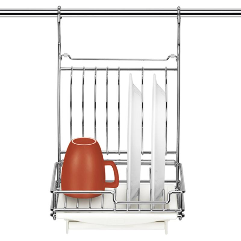 Сушилка для посуды Tescoma Monti, подвесная, 26 х 26 х 41 см21395599Сушилка для посуды Tescoma Monti - это прекрасное решение для вашей кухни. Изделие выполнено из прочного металла с качественным хромированным покрытием. Съемный пластиковый поднос предназначен для стекания воды. Сушилка замечательна для сушки и хранения 8 тарелок или 4 тарелок и 2 чашек. Удобно складывается для экономии пространства. На подносе есть откидная полочка, которой можно пользоваться в закрытом положении сушилки. Сушилку можно подвесить на рейлинг или поставить на стол. Она стильно дополнит интерьер кухни и поможет компактно организовать пространство.