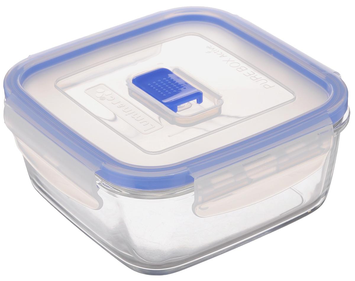 Контейнер Luminarc Pure Box Active, цвет: прозрачный, синий, 760 млС554_салатовыйКвадратный контейнер Luminarc Pure Box Active изготовлен из жаропрочного закаленного стекла и предназначен для хранения любых пищевых продуктов. Благодаря особым технологиям изготовления, изделие в течение времени не меняет цвет и не пропитывается запахами. Пластиковая крышка с силиконовой вставкой герметично защелкивается специальным механизмом. Контейнер Luminarc Pure Box Active удобен для ежедневного использования в быту.Можно мыть в посудомоечной машине и использовать в СВЧ.Размер контейнера (с учетом крышки): 14,7 см х 14,7 см х 7 см.