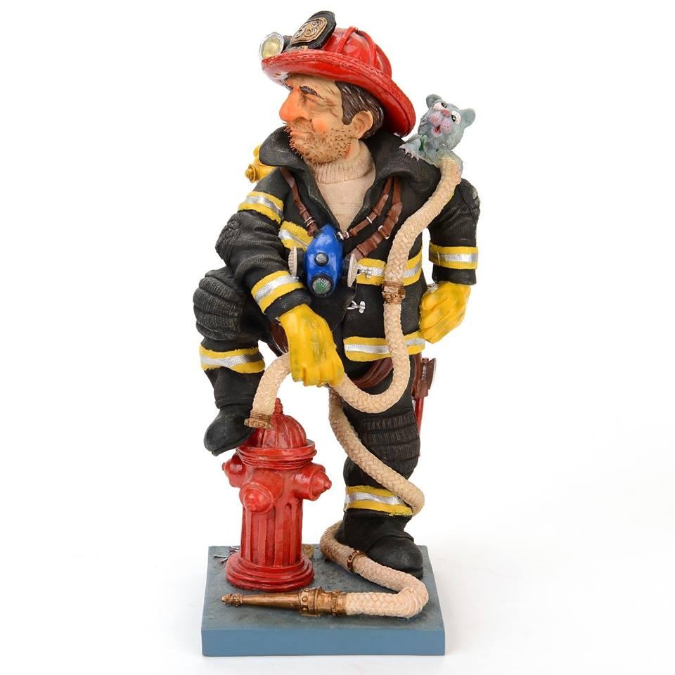 Статуэтка Gillermo Forchino Пожарный, высота 40 см888760Статуэтка Gillermo Forchino Пожарный выполнена вручную из полирезина под контролем автора - Гиллермо Форчино. Изделие упаковано в специальную газету Forchino, имеет фирменный знак и свой уникальный номер. Также к статуэтке приложен сертификат.В комплекте брошюра с яркими иллюстрациями и биографией автора на английском и французском языках, а также 9 фотокарточек его произведений.Статуэтка Gillermo Forchino Пожарный имеет изысканный внешний вид и станет прекрасным украшением интерьера гостиной, офиса или дома. Вы можете поставить статуэтку в любое место, где она будет удачно смотреться и радовать глаз.
