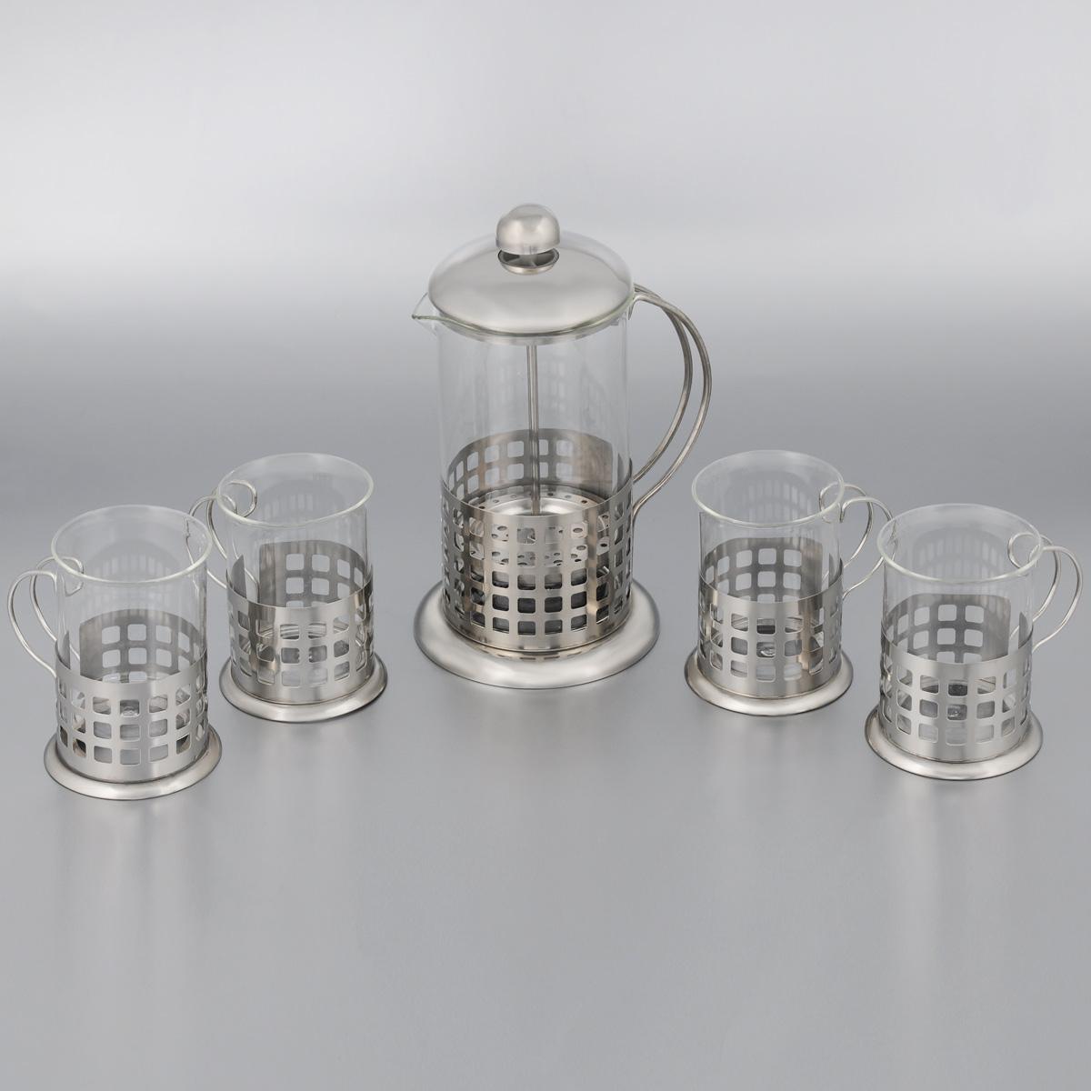 Набор кофейный Mayer & Boch, 5 предметов. 24924VT-1520(SR)Кофейный набор Mayer & Boch состоит из френч-пресса и 4 кружек. Предметы набора изготовлены из высокотехнологичных материалов на современном оборудовании. Корпус изделий выполнен из высококачественной нержавеющей стали, колба - из термостойкого стекла. Все предметы набора оснащены удобными ручками. Основания предметов декорированы перфорацией в виде квадратов. Френч-пресс прекрасно подходит для заваривания как чая, так и кофе. Фильтр-поршень из нержавеющей стали изготовлен по технологии press-up для обеспечения равномерной циркуляции воды, он также эффективно задерживает чайные листочки и частички зерен кофе. Внутренняя часть крышки отделана пищевым полипропиленом. Френч-пресс легок в использовании. Налейте кипяток, добавьте ложку чая/кофе, плотно закройте френч-пресс крышкой и поднимите поршень, дайте настояться 3-5 минут, медленно опустите поршень вниз, свежий и ароматный напиток готов. Френч-пресс позволит быстро и просто приготовить свежий и ароматный кофе или чай. А кружки всегда будут полезны и востребованы на вашей кухне. Практичный и стильный дизайн полностью соответствует последним модным тенденциям в создании предметов кухонной посуды. Правильно подобранный кофейный сервиз не только радует глаз, но и сохраняет тепло напитка в течение длительного времени. Такой набор станет чудесным подарком для ваших друзей и родных. Подходит для мытья в посудомоечной машине. Не используйте в микроволновой печи. Объем френч-пресса: 600 мл. Диаметр френч-пресса (по верхнему краю): 8,5 см. Диаметр основания френч-пресса: 11,5 см. Высота френч-пресса: 21,5 см. Объем кружки: 200 мл. Диаметр кружки (по верхнему краю): 6,5 см. Диаметр основания кружки: 7,5 см. Высота кружки: 9,5 см.