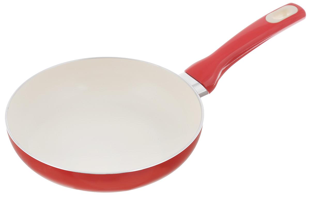 Сковорода Tescoma Fusion, с керамическим покрытием, цвет: красный. Диаметр 20 см602820_красныйСковорода Tescoma Fusion изготовлена из нержавеющей стали с высококачественным антипригарным керамическим покрытием. Керамика не содержит вредных примесей ПФОК, что способствует здоровому и экологичному приготовлению пищи. Кроме того, с таким покрытием пища не пригорает и не прилипает к стенкам, поэтому можно готовить с минимальным добавлением масла и жиров. Гладкая, идеально ровная поверхность сковороды легко чистится, ее можно мыть в воде руками или вытирать полотенцем. Эргономичная ручка специального дизайна выполнена из цветного пластика, удобна в эксплуатации. Можно мыть в посудомоечной машине.Сковорода подходит для использования на газовых, электрических, стеклокерамических и индукционных плитах.Диаметр: 20 см.Высота стенки: 5 см.Длина ручки: 16 см.
