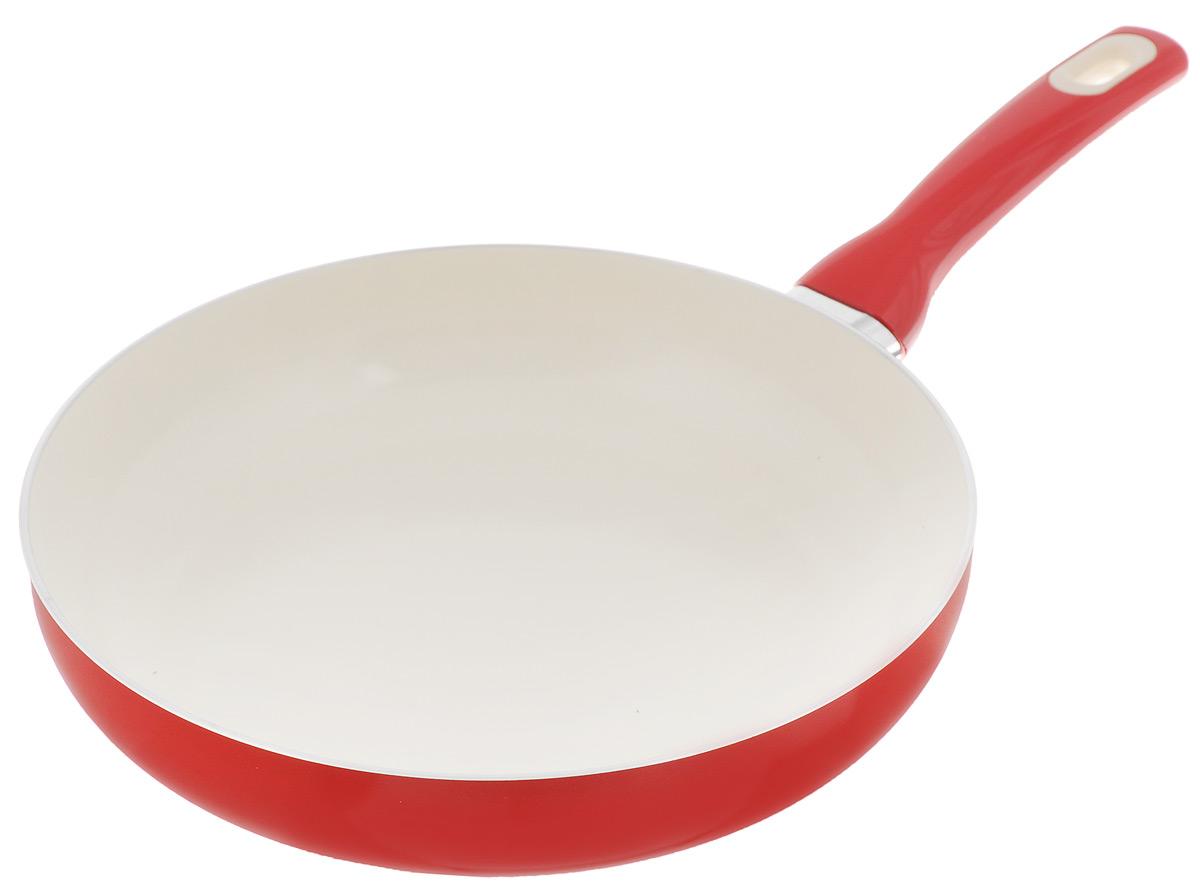 Сковорода Tescoma Fusion, с керамическим покрытием, цвет: красный. Диаметр 28 см68/5/3Сковорода Tescoma Fusion изготовлена из нержавеющей стали с высококачественным антипригарным керамическим покрытием. Керамика не содержит вредных примесей ПФОК, что способствует здоровому и экологичному приготовлению пищи. Кроме того, с таким покрытием пища не пригорает и не прилипает к стенкам, поэтому можно готовить с минимальным добавлением масла и жиров. Гладкая, идеально ровная поверхность сковороды легко чистится, ее можно мыть в воде руками или вытирать полотенцем. Эргономичная ручка специального дизайна выполнена из цветного пластика, удобна в эксплуатации. Можно мыть в посудомоечной машине.Сковорода подходит для использования на газовых, электрических, стеклокерамических и индукционных плитах.Диаметр: 28 см.Высота стенки: 6 см.Длина ручки: 18,5 см.