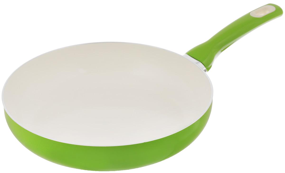 Сковорода Tescoma Fusion, с керамическим покрытием, цвет: салатовый. Диаметр 26 см68/5/3Сковорода Tescoma Fusion изготовлена из нержавеющей стали с высококачественным антипригарным керамическим покрытием. Керамика не содержит вредных примесей ПФОК, что способствует здоровому и экологичному приготовлению пищи. Кроме того, с таким покрытием пища не пригорает и не прилипает к стенкам, поэтому можно готовить с минимальным добавлением масла и жиров. Гладкая, идеально ровная поверхность сковороды легко чистится, ее можно мыть в воде руками или вытирать полотенцем. Эргономичная ручка специального дизайна выполнена из цветного пластика, удобна в эксплуатации. Можно мыть в посудомоечной машине.Сковорода подходит для использования на газовых, электрических, стеклокерамических и индукционных плитах.Диаметр: 26 см.Высота стенки: 6 см.Длина ручки: 19 см.