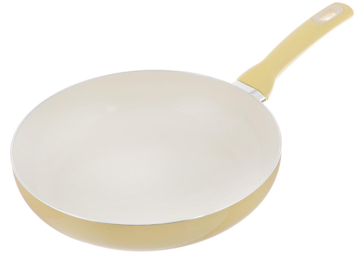 Сковорода Tescoma Fusion, с керамическим покрытием, цвет: желтый. Диаметр 26 смFS-91909Сковорода Tescoma Fusion изготовлена из нержавеющей стали с высококачественным антипригарным керамическим покрытием. Керамика не содержит вредных примесей ПФОК, что способствует здоровому и экологичному приготовлению пищи. Кроме того, с таким покрытием пища не пригорает и не прилипает к стенкам, поэтому можно готовить с минимальным добавлением масла и жиров. Гладкая, идеально ровная поверхность сковороды легко чистится, ее можно мыть в воде руками или вытирать полотенцем. Эргономичная ручка специального дизайна выполнена из цветного пластика, удобна в эксплуатации. Можно мыть в посудомоечной машине.Сковорода подходит для использования на газовых, электрических, стеклокерамических и индукционных плитах.Диаметр: 26 см.Высота стенки: 6 см.Длина ручки: 19 см.