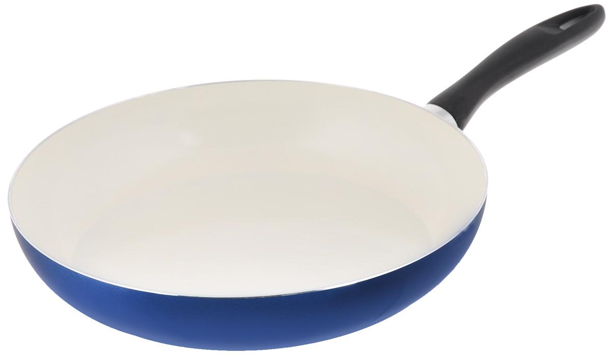 Сковорода Tescoma Ecopresto, с керамическим покрытием, цвет: синий. Диаметр 32 см595032Сковорода Tescoma Ecopresto изготовлена из штампованного алюминия. Керамическое покрытие имеет повышенную стойкость к высоким температурам, температурному шоку и механическому износу. Сковорода экологична, производство не вредит окружающей среде. Изделие снабжено прочной бакелитовой ручкой. Можно мыть в посудомоечной машине. Подходит для газовых, электрических и стеклокерамических плит. Диаметр (по верхнему краю): 32 см. Высота стенки: 6 см. Длина ручки: 18 см.