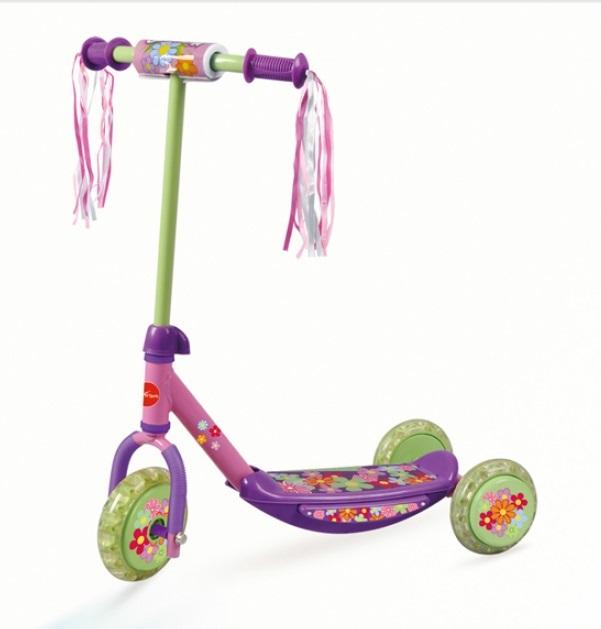 Самокат детский трехколесный Action. CMS009MHDR2G/AС трехколесным самокатомваш ребенок сможет укрепить здоровье, просто наслаждаясь прогулкой. Он имеет надежную устойчивую конструкцию и ручки с противоскользящей поверхностью Катание на самокате развивает координацию.Материал рамы: 50% - сталь, 50% - полипропилен.Материал ручек: поливинилхлорид (с противоскользящей насечкой).Размер деки: 315 х 12мм (с порошковым напылением).Регулируемая высота рулевой стойки.Материал колёс: поливинилхлорид.Размер колёс: переднее - 135 x 35 мм., задние - 115 x 35 мм.Максимальный вес пользователя: 20кг.Вес: 2.27 кг.