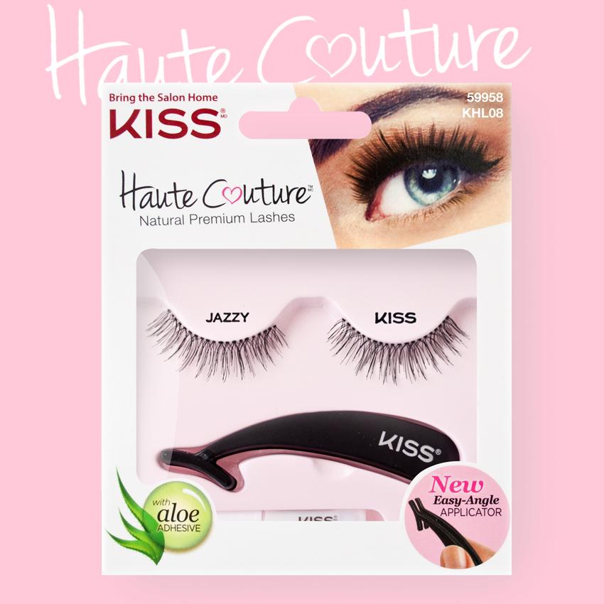 Kiss Haute Couture Накладные ресницы Single Lashes Jazzy KHL08GT90670Накладные ресницы Kiss Haute Couture Jazzy (KHL08C) делают взгляд открытым, создают эффект «широко распахнутых глаз». Подходят для дневного и вечернего макияжа. Изготовлены вручную из натурального волоса, отличаются великолепным качеством и мягкостью, комфортны для глаз. Изогнутая форма пинцета очень удобна для крепления ресниц. Клей с содержанием алоэ обеспечивает гипоаллергенность. Протестировано и одобрено дерматологами. Можно использовать несколько раз. Снятие ресниц не требует дополнительных средств: просто приложите ватный диск с теплой водой и снимите ресницы.Состав набора: пара накладных ресниц, пинцет, клей.