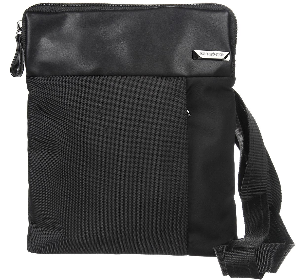 Сумка мужская Samsonite, цвет: черный. 49D-09004S76245Стильная мужская сумка Samsonite выполнена из нейлона и полиуретана, оформлена металлической фурнитурой с символикой бренда.Изделие содержит одно основное отделение, закрывающееся на застежку-молнию. Внутри сумки расположены мягкий карман для планшета, закрывающийся хлястиком на липучку,и небольшой встроенный органайзер, включающий в себя два фиксатора для ручек и три кармашка для пластиковых карт. Задняя сторона сумки дополнена открытым накладным карманом на застежке-липучке. На лицевой стороне расположен потайной кармашек на молнии. Изделие оснащено практичным плечевым ремнем регулируемой длины.Сегодня мужская сумка - необходимый аксессуар для современного мужчины.