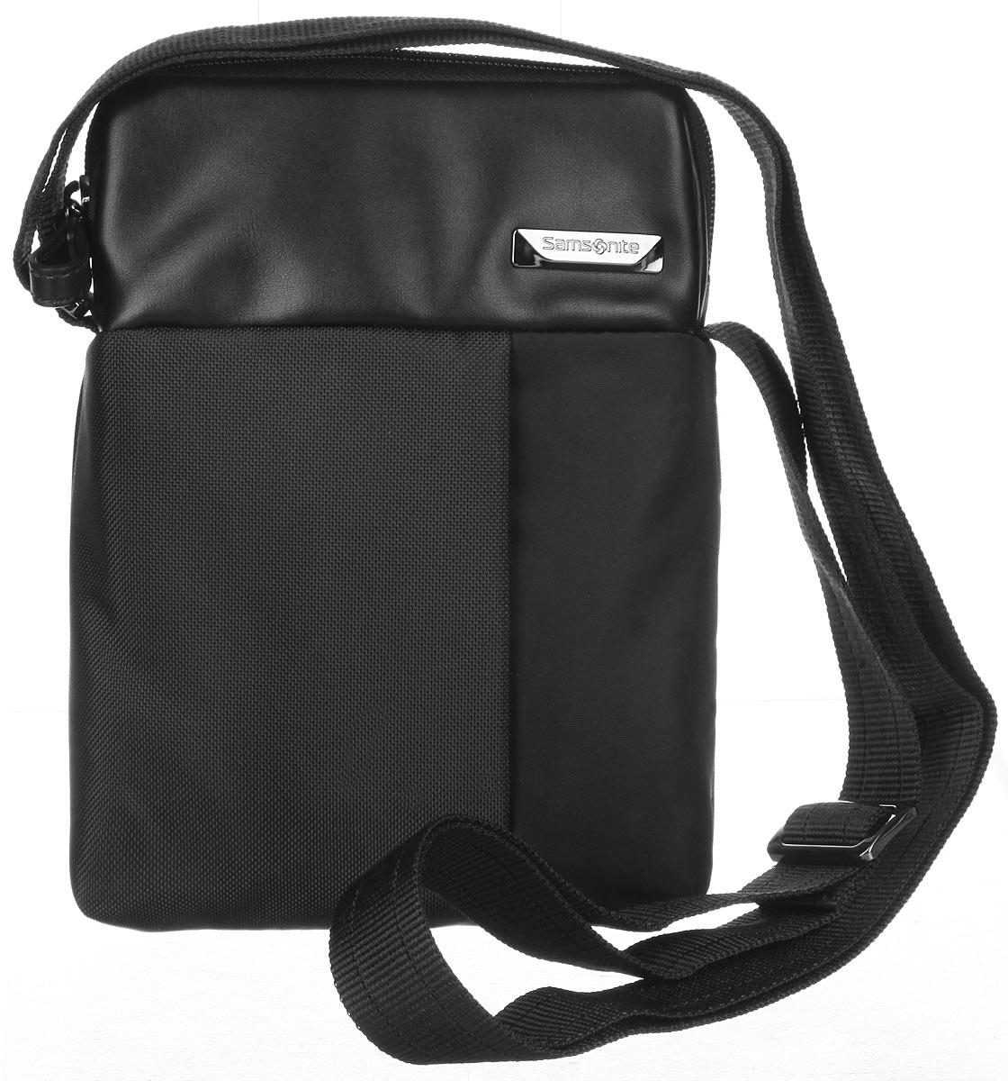 Сумка мужская Samsonite, цвет: черный. 49D-0900171069с-2Стильная мужская сумка Samsonite выполнена из нейлона и полиуретана, оформлена металлической фурнитурой с символикой бренда.Изделие содержит одно основное отделение, закрывающееся на застежку-молнию. Внутри сумки расположен небольшой встроенный органайзер, включающий в себя два фиксатора для ручек и два кармашка для пластиковых карт. Задняя сторона сумки дополнена накладным карманом на застежке-липучке. На лицевой стороне расположен скрытый кармашек на молнии. Изделие оснащено практичным плечевым ремнем регулируемой длины.Сегодня мужская сумка - необходимый аксессуар для современного мужчины.