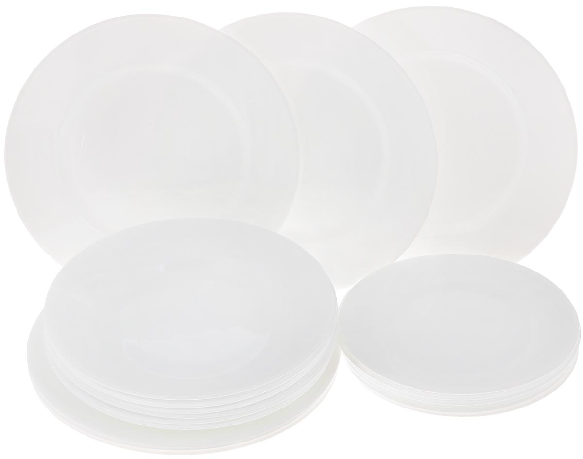 Набор тарелок Luminarc Everyday, 18 шт54 009312Набор Luminarc Everyday состоит из 6 суповых тарелок, 6 обеденных тарелок и 6 десертных тарелок. Изделия выполнены из ударопрочного стекла, имеют классическую круглую форму. Посуда отличается прочностью, гигиеничностью и долгим сроком службы, она устойчива к появлению царапин и резким перепадам температур. Такой набор прекрасно подойдет как для повседневного использования, так и для праздников. Набор тарелок Luminarc Everyday - это не только полезный подарок для родных и близких, а также великолепное дизайнерское решение для вашей кухни или столовой. Можно мыть в посудомоечной машине и использовать в микроволновой печи. Диаметр суповой тарелки: 22 см. Высота суповой тарелки: 3 см.Диаметр обеденной тарелки: 24 см. Высота обеденной тарелки: 2 см. Диаметр десертной тарелки: 19 см. Высота десертной тарелки: 1,5 см.